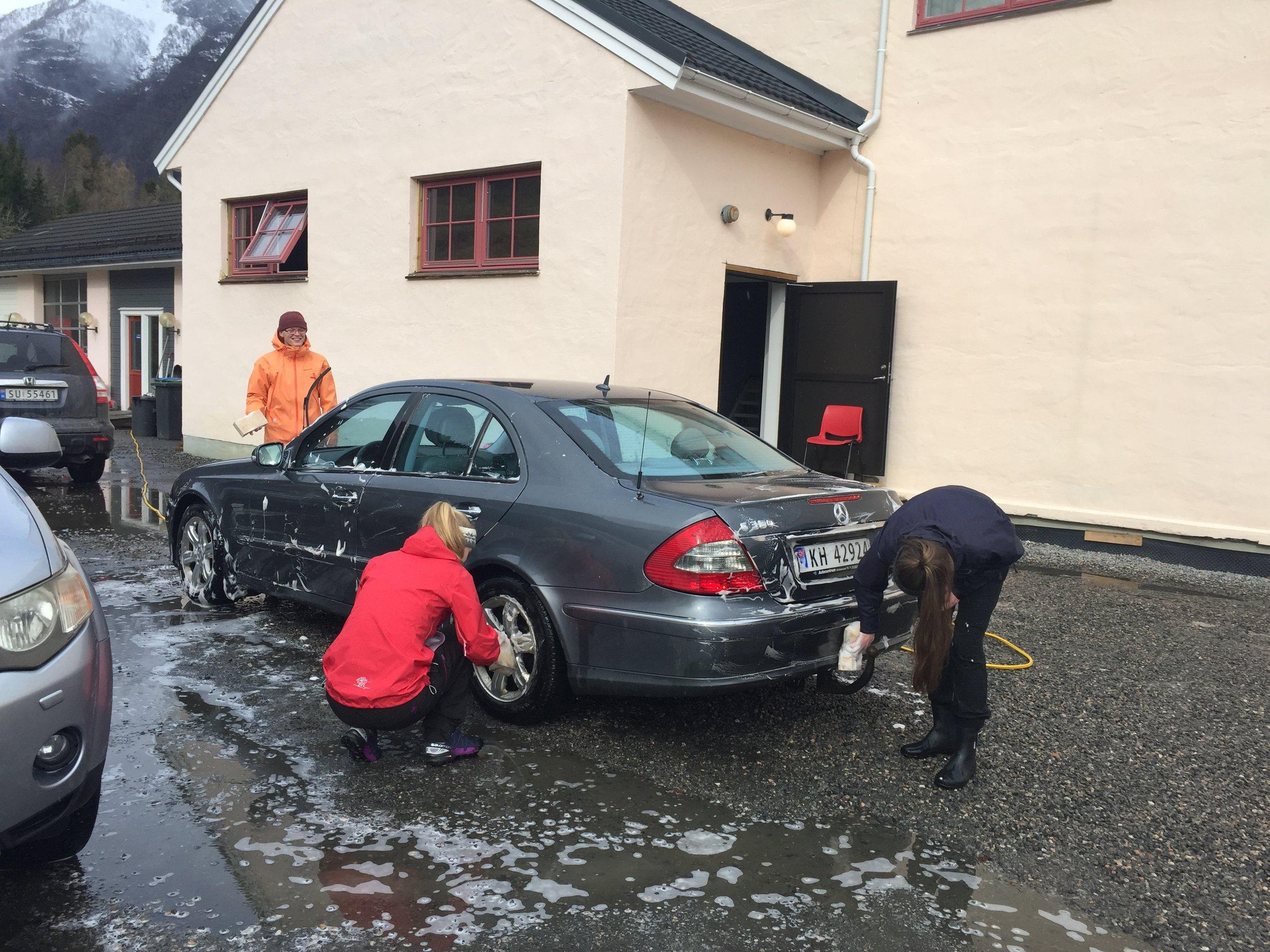 For 300 kr gav russen bilen ein vask.JPG