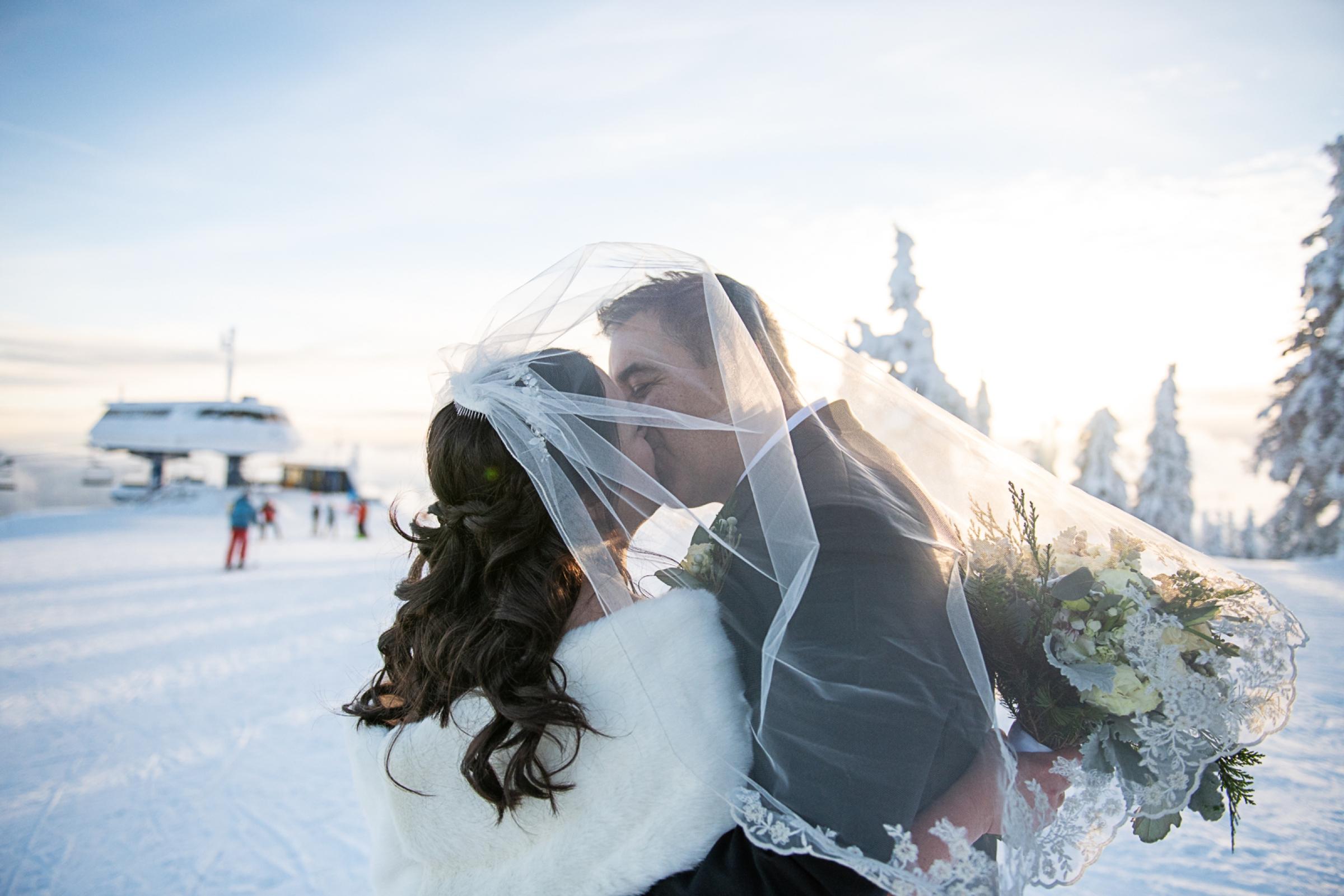 Janel-Gion-Wedding-Photographer-KristinRon-Sandpoint-Idaho.jpg_0025.jpg