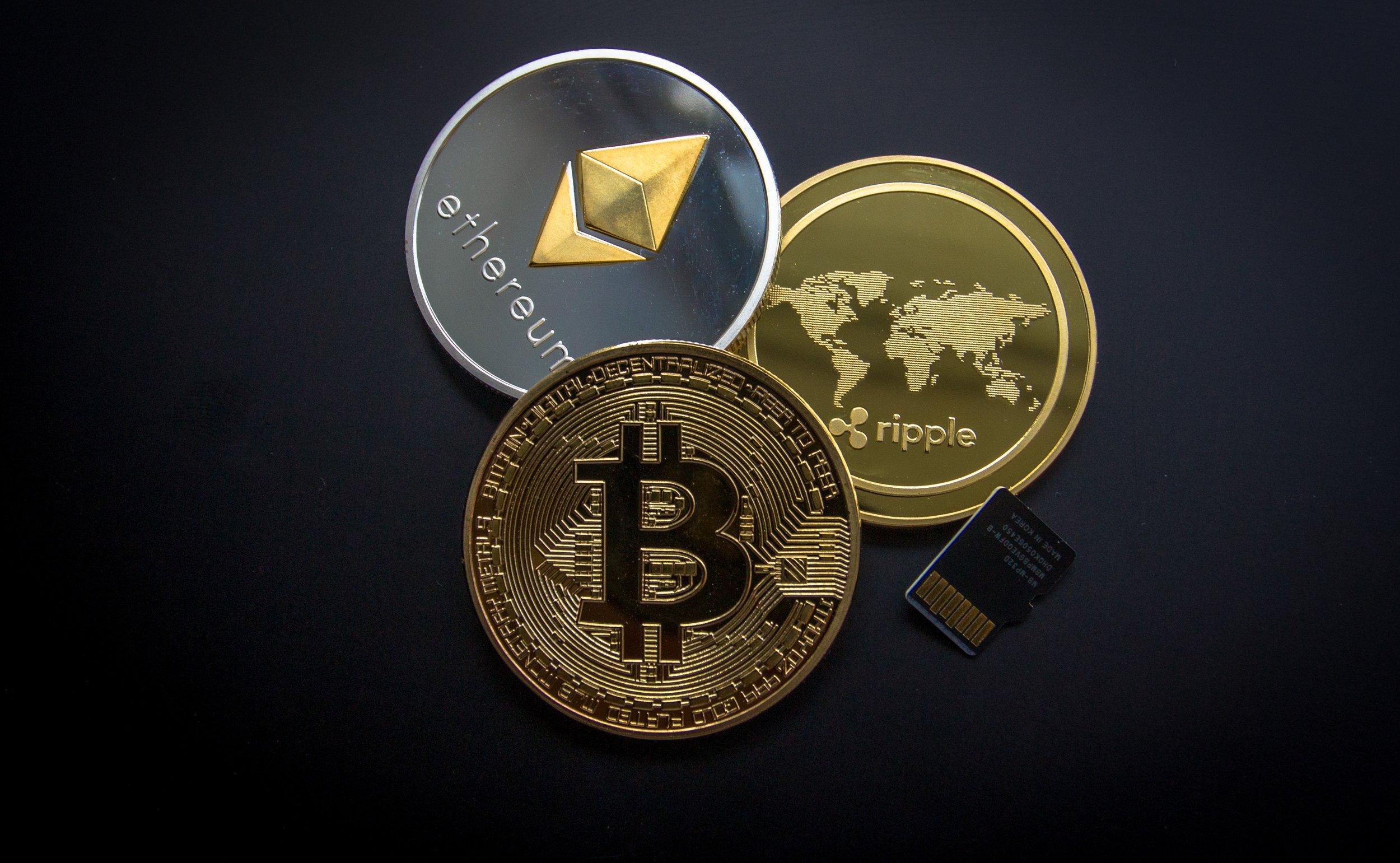 bank-bitcoin-business-844124.jpg
