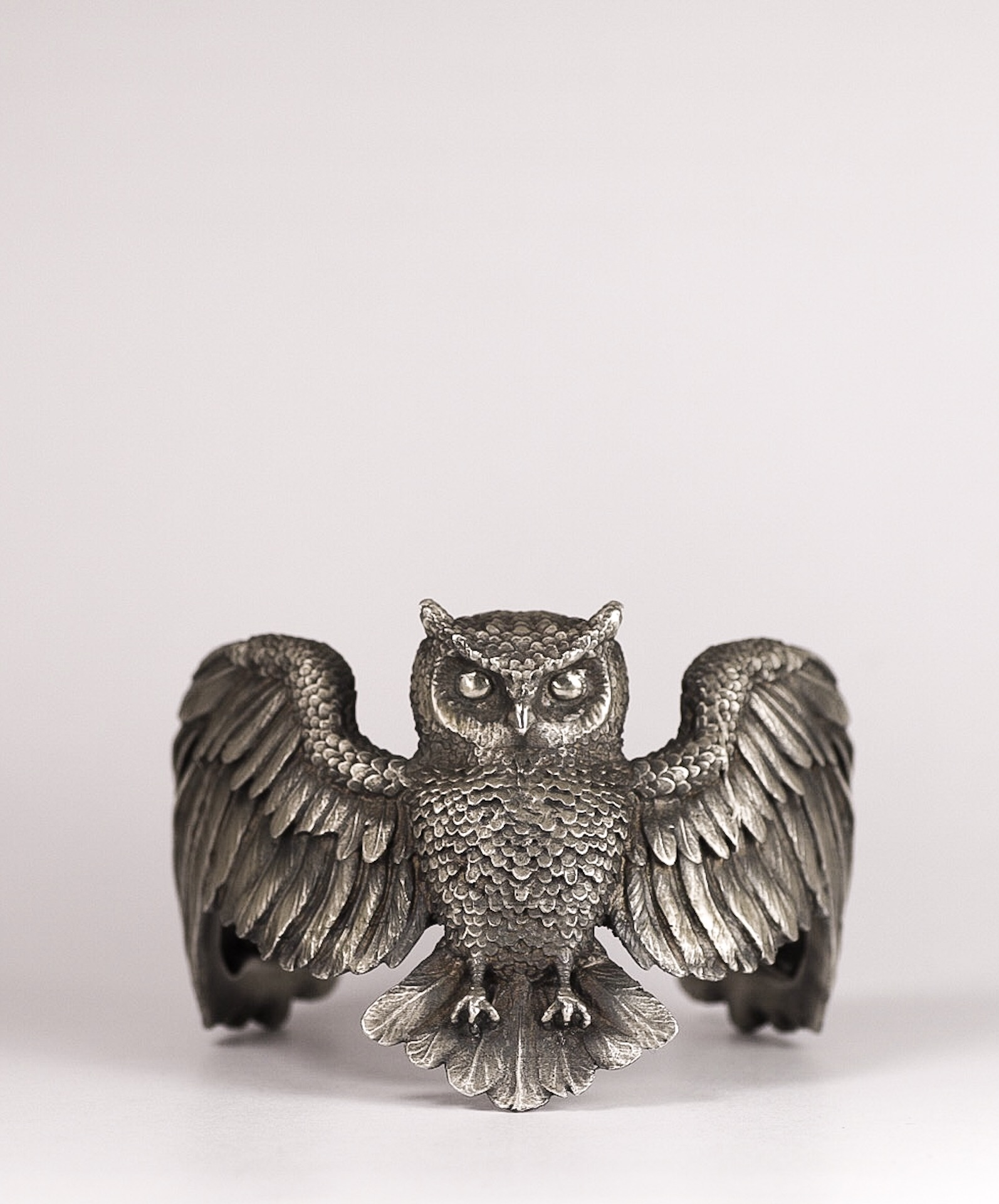 For a wise customer that just loves owls. An owl cuff in antiqued sterling silver, 3d modelled in Zbrush.