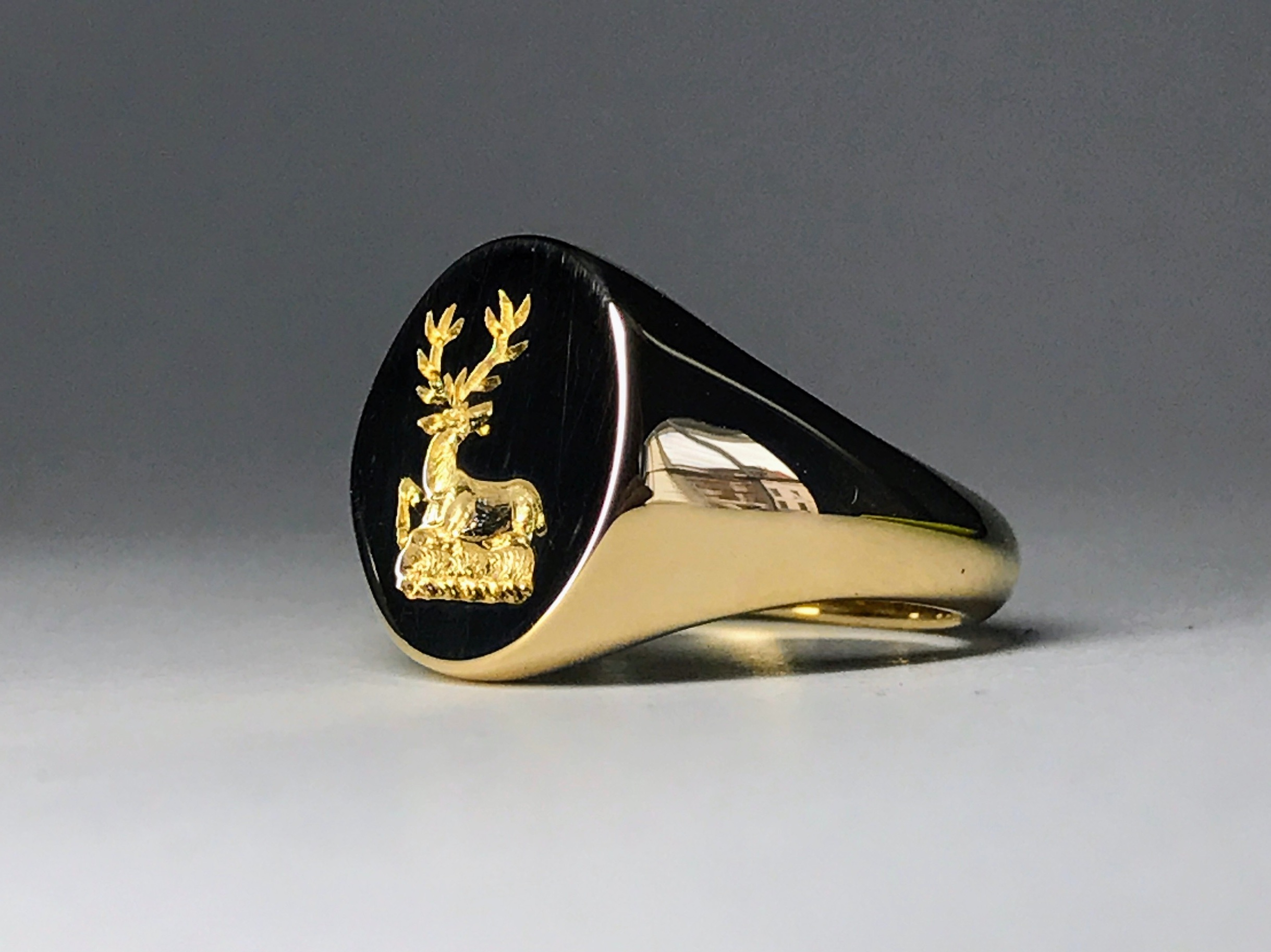 9ct Yellow Gold Signet Ring.