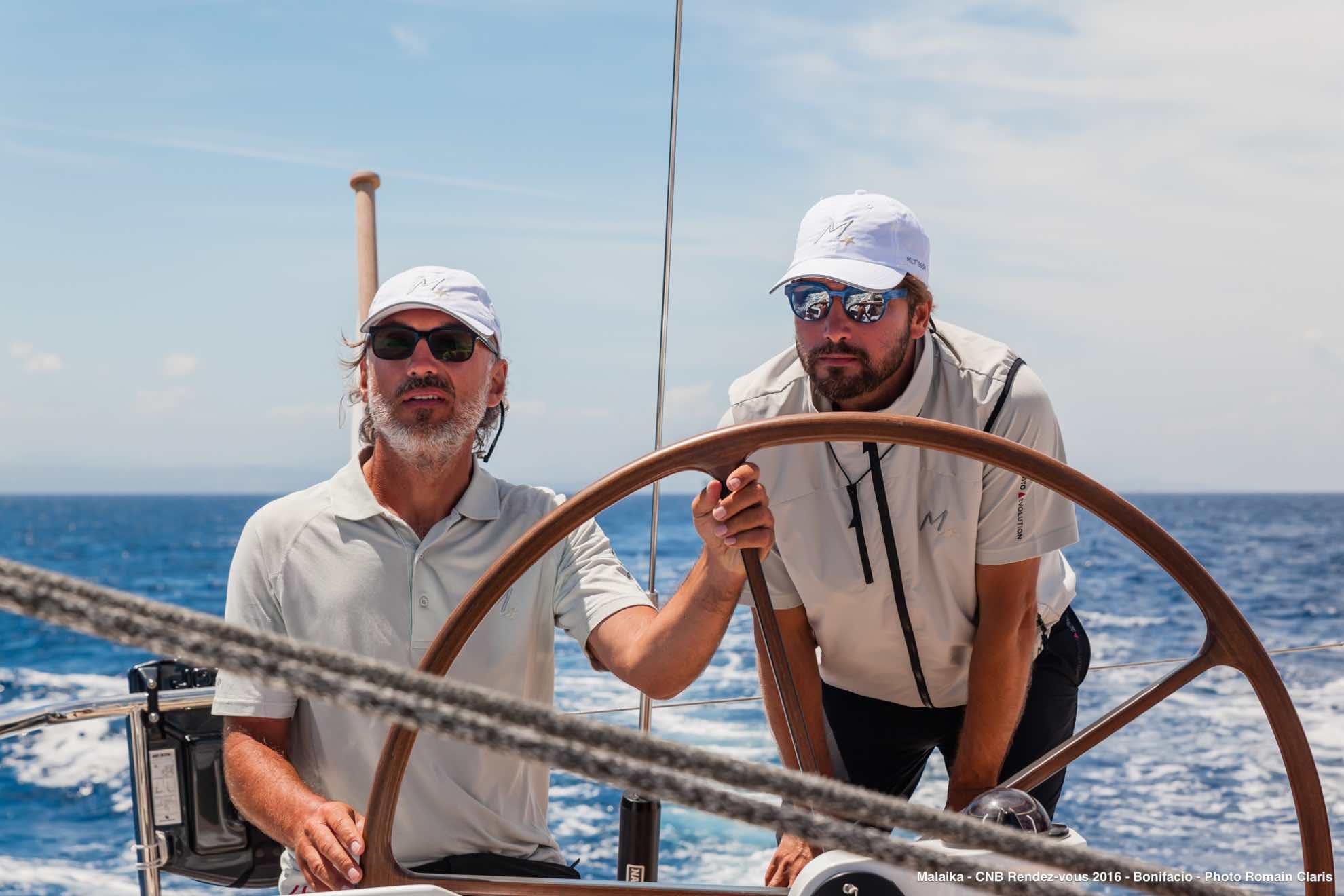 Profi Regatta-Segler Boris Herrmann leitet uns als Taktiker mir viel Ruhe und Erfahrung durch die Manöver.
