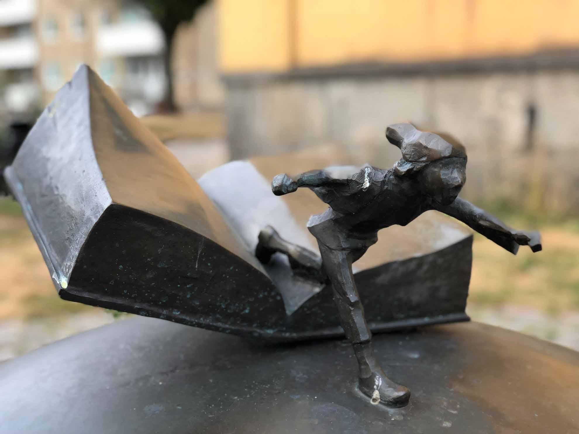 In Karlskrona finden wir die Statue des kleinen Nils Holgersson. Schriftstellerin Selma Lagerlöf lässt ihn auch Karlskrona entdecken.