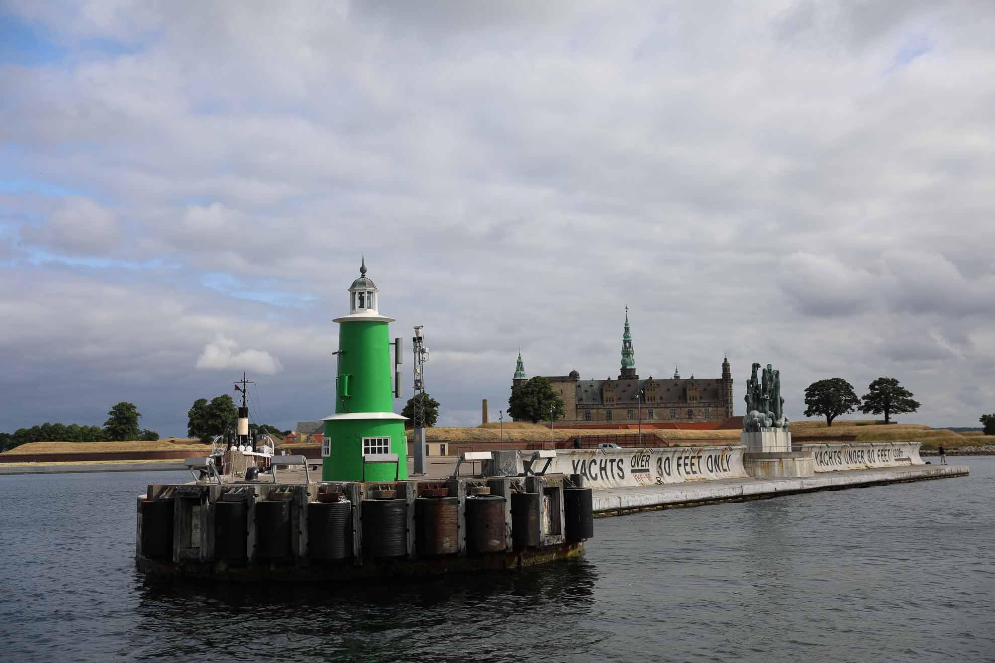 Am nächsten Tag verlassen wir Helsingør Havn mit seinen markanten Leuchtfeuern an der Hafeneinfahrt
