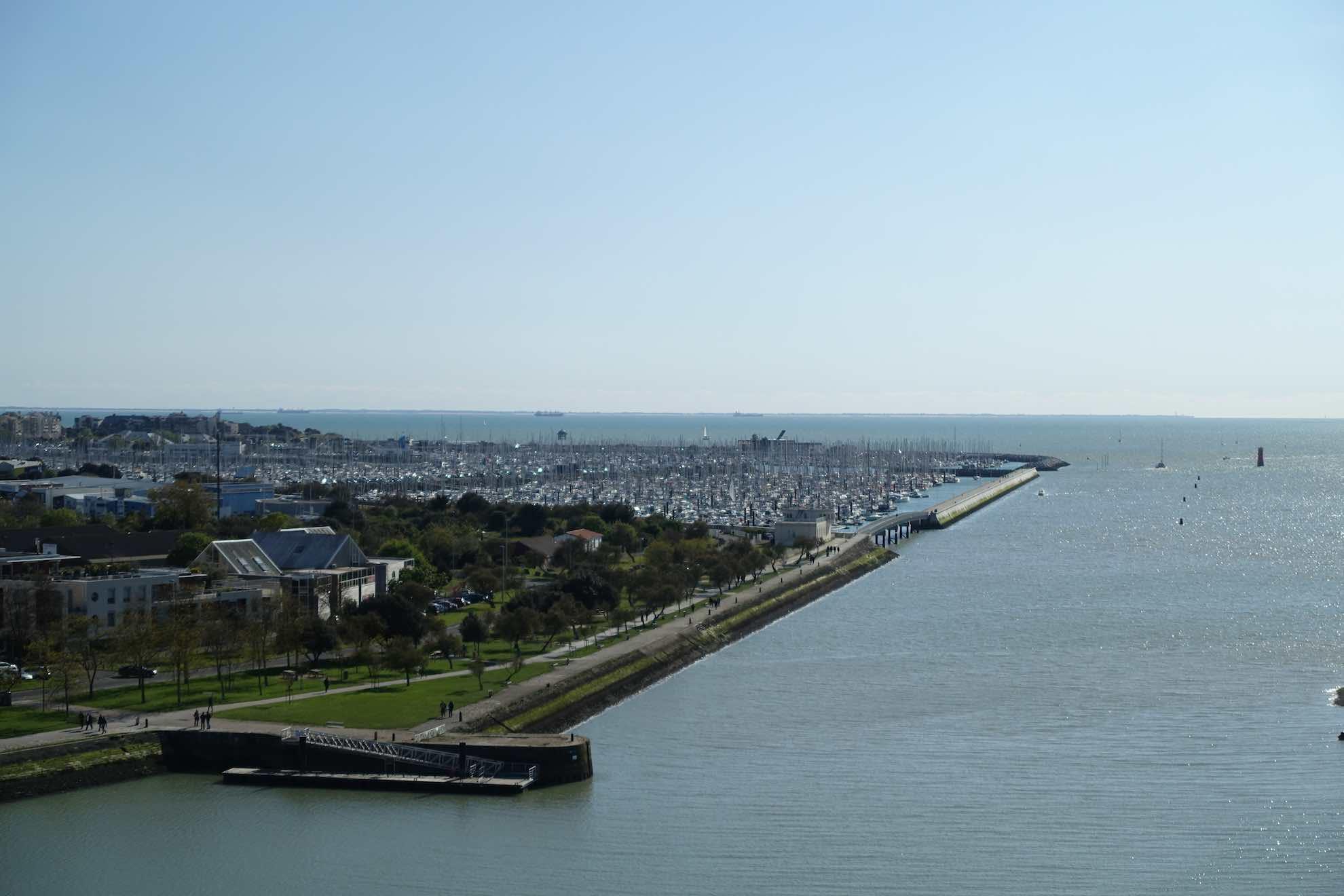 Der Freizeithafen ist einer der grössten Europas. Er bietet Platz für tausende Boote