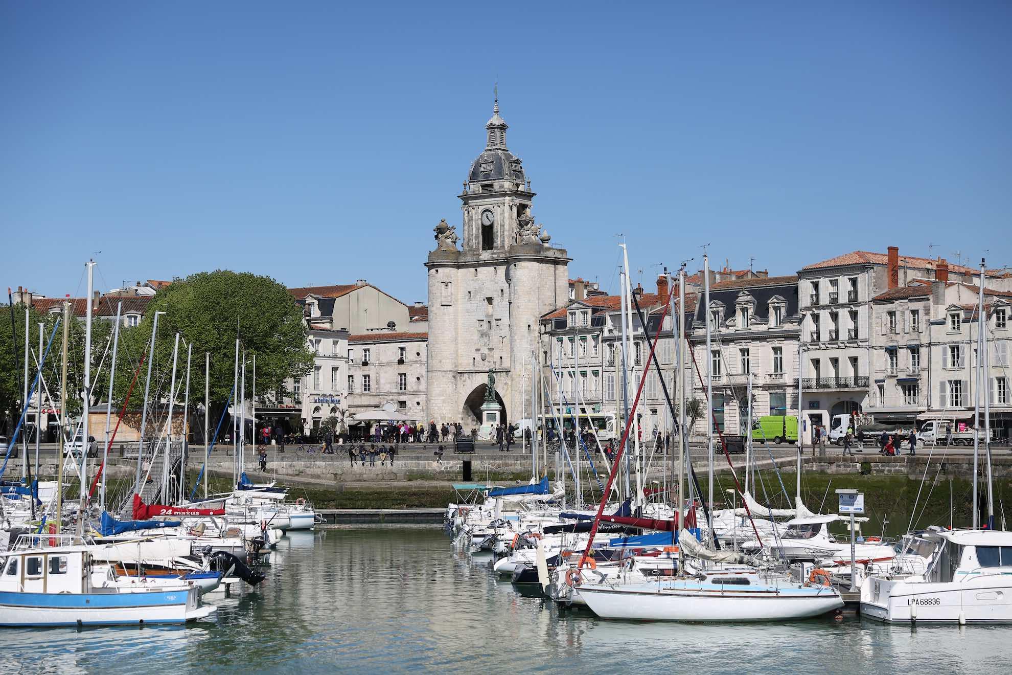 Es gibt mehrere Hafenbecken