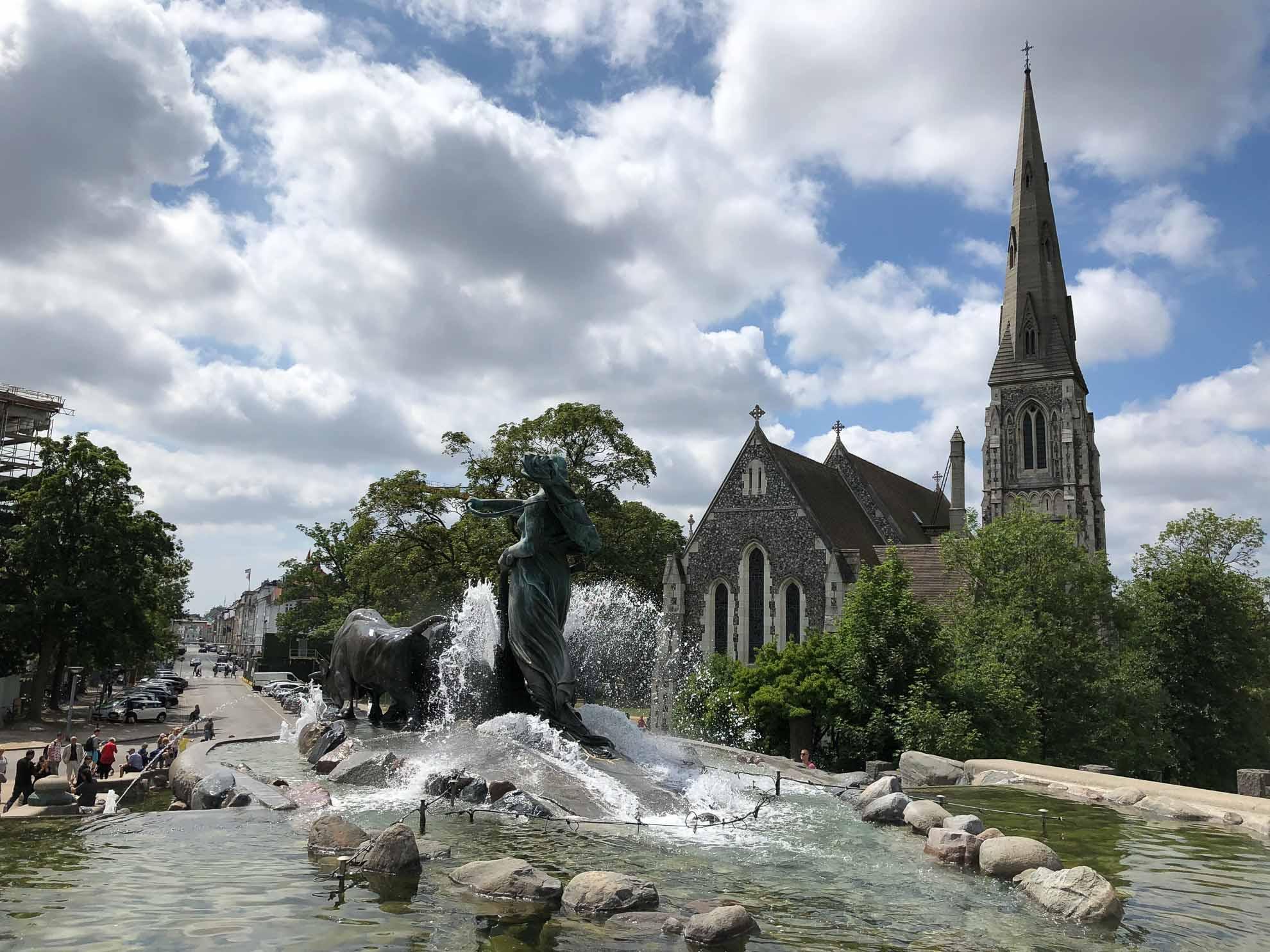 Der Gefion-Brunnen vor der St. Albans Kirche.