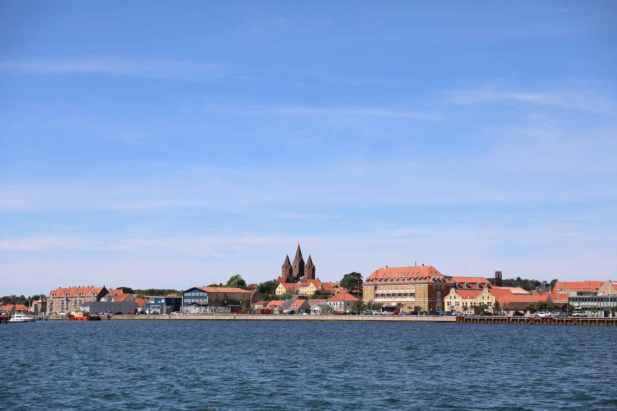 Wir verlassen unseren einmaligen Ankerplatz und steuern die Hafenstadt Kalundborg am Großen Belt an.
