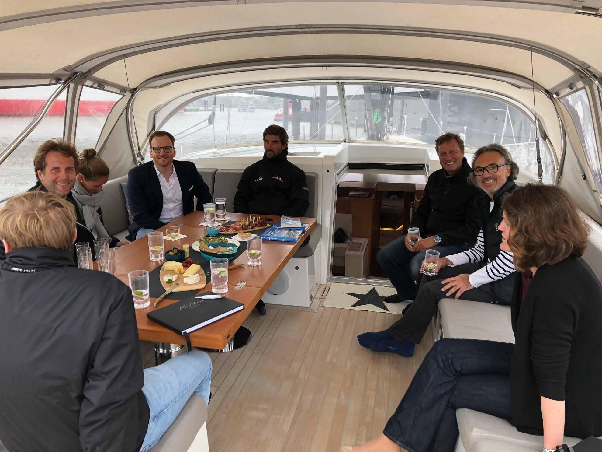 Wir begrüßen weitere Gäste an Bord – Freunde, Bekannte und Segler aus Hamburg.