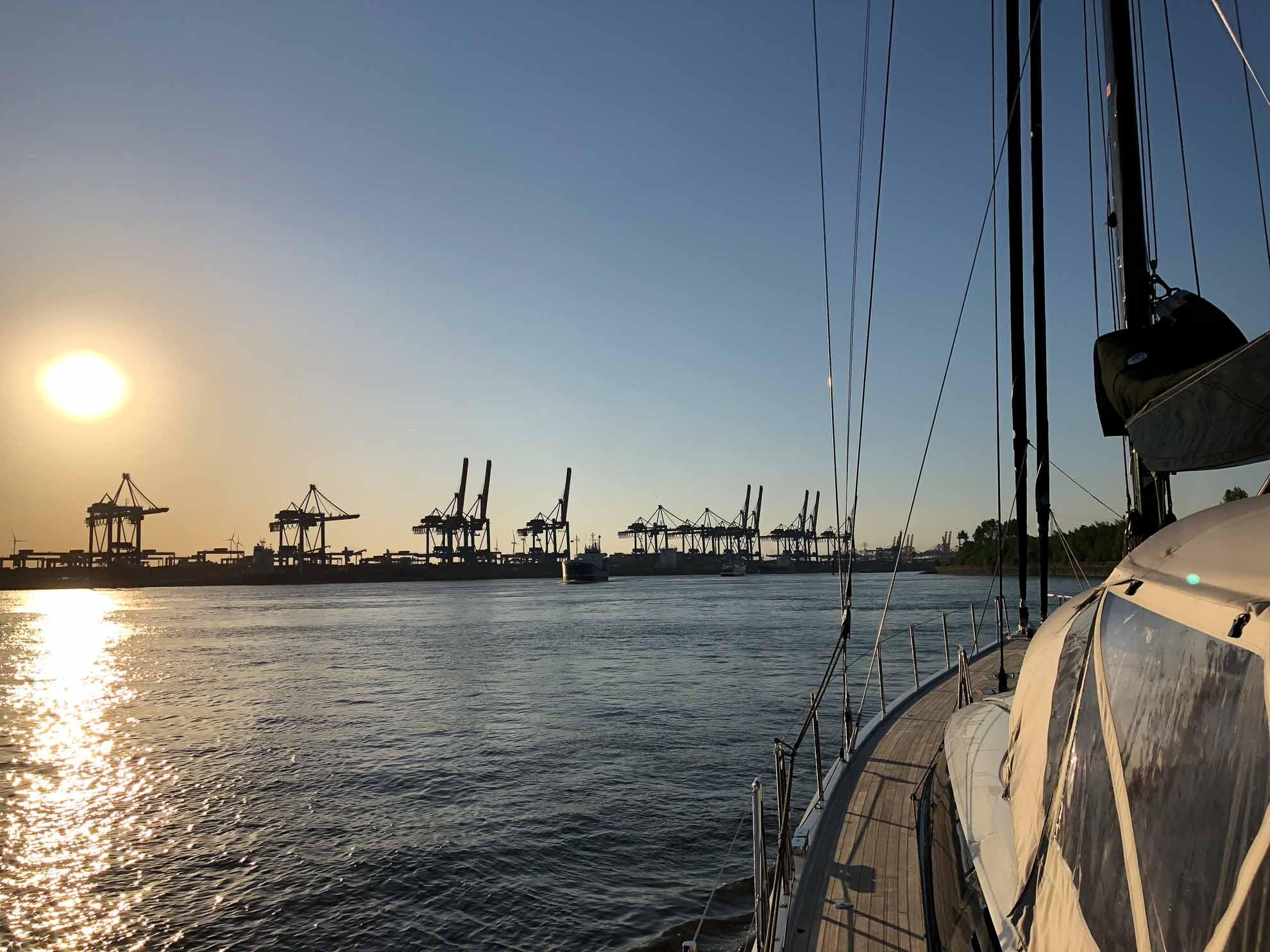 Im Hamburger Hafen herrscht immer eine besondere Atmosphäre – und wir mittendrin.