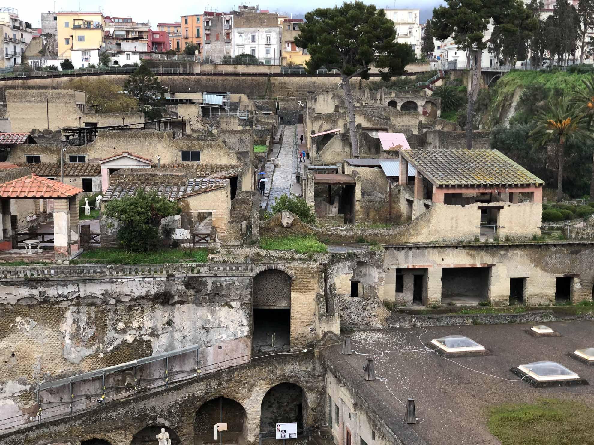 Wenige Kilometer nördlich liegt die Ausgrabungsstätte des einstigen Herculaneum.