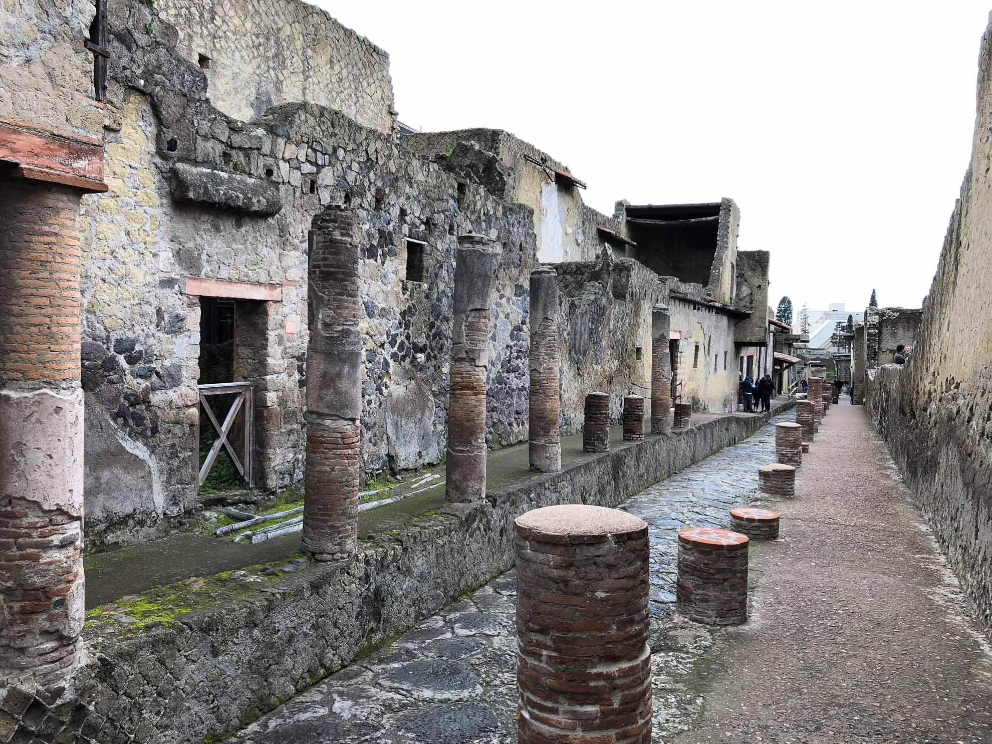Herculaneum Ist weniger touristisch als Pompeji, aber mindestens genauso beeindruckend – und mitunter sogar besser erhalten.