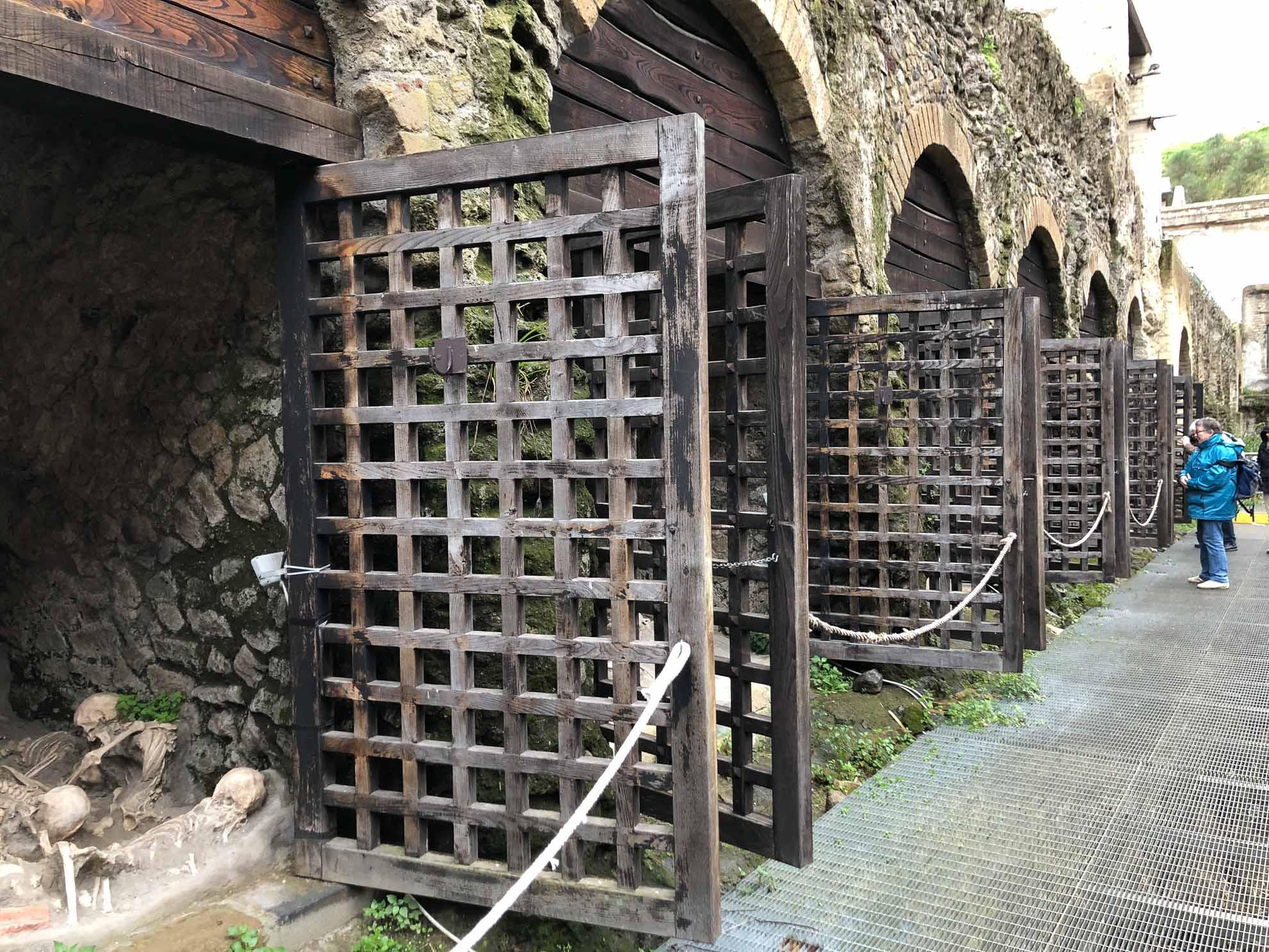 Beim Ausbruch des Vesuv konnten aus Herculaneum  mehr Einwohner fliehen als aus Pompeji.