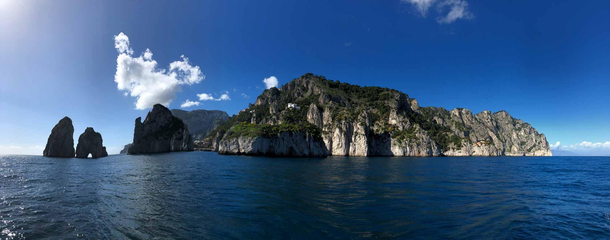 Wir steuern die Faraglioni von Capri an ...