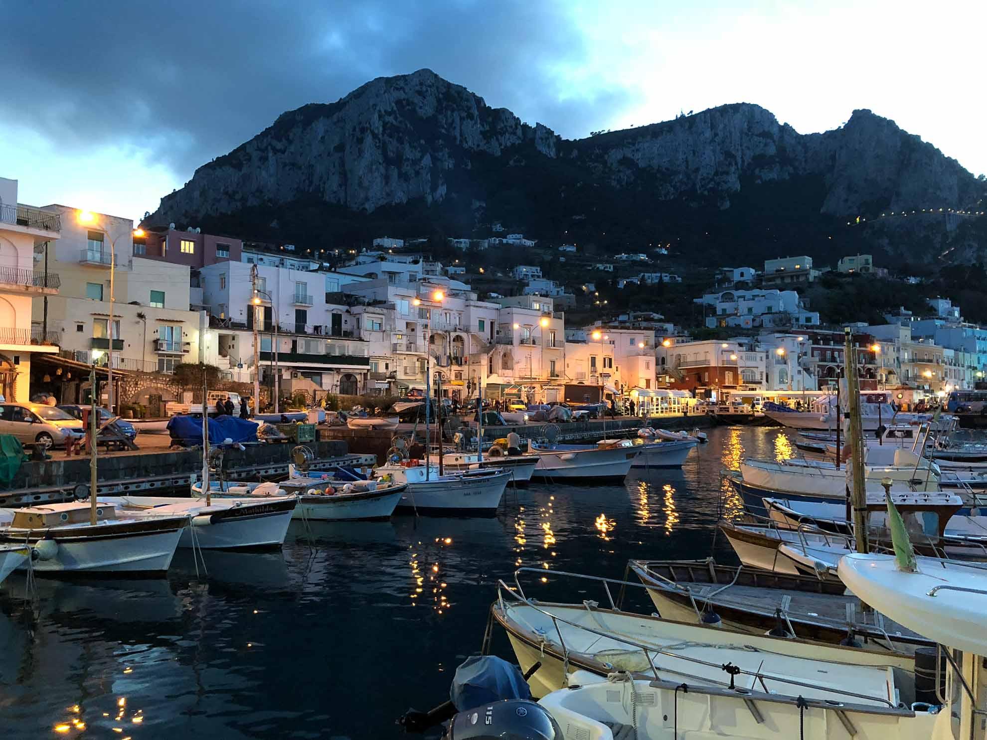 Der Hafen von Capri am Abend …