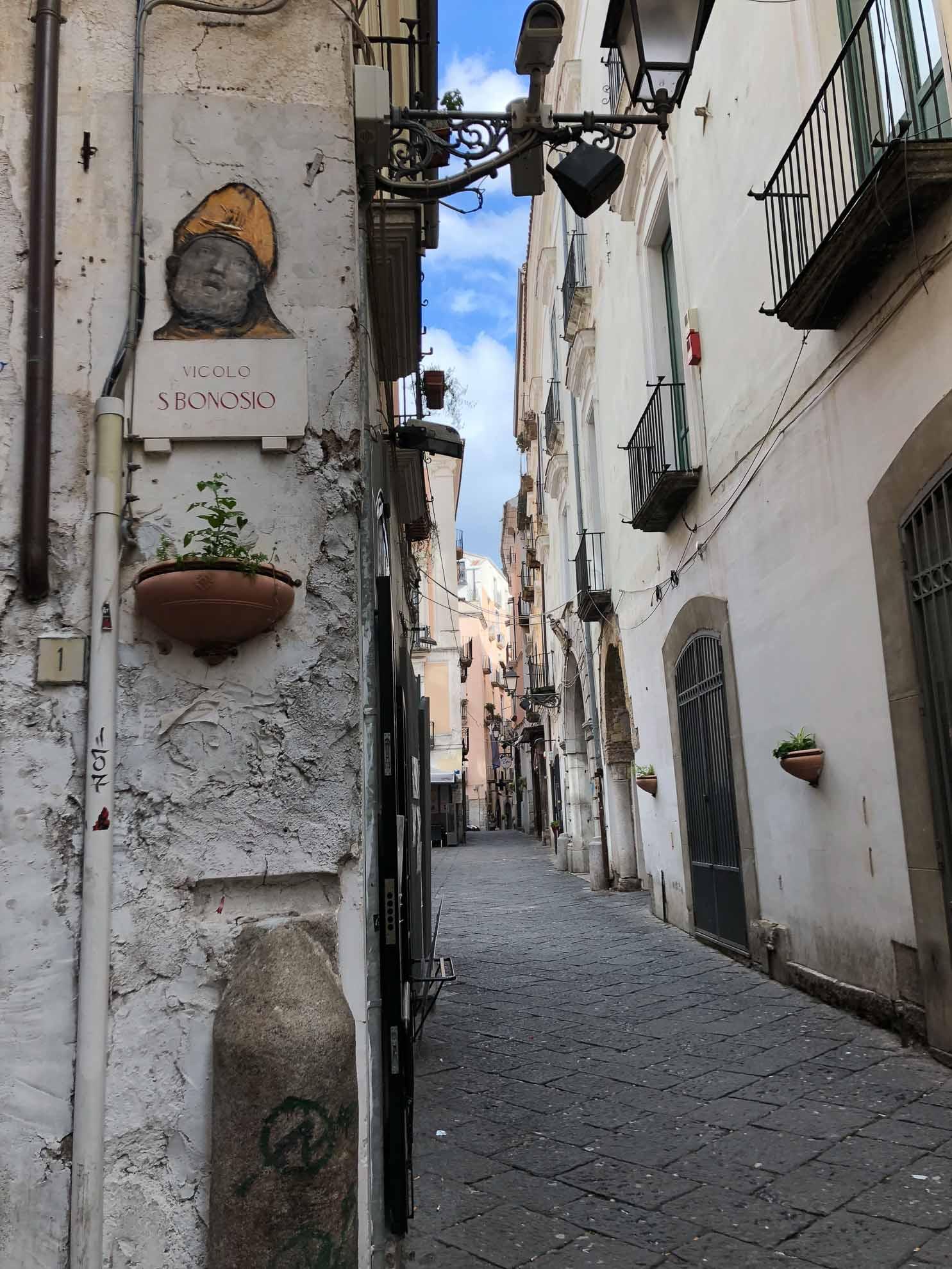 Salerno ist eine hübsche Hafenstadt unweit der Amalfiküste, die unser nächstes Ziel sein wird.