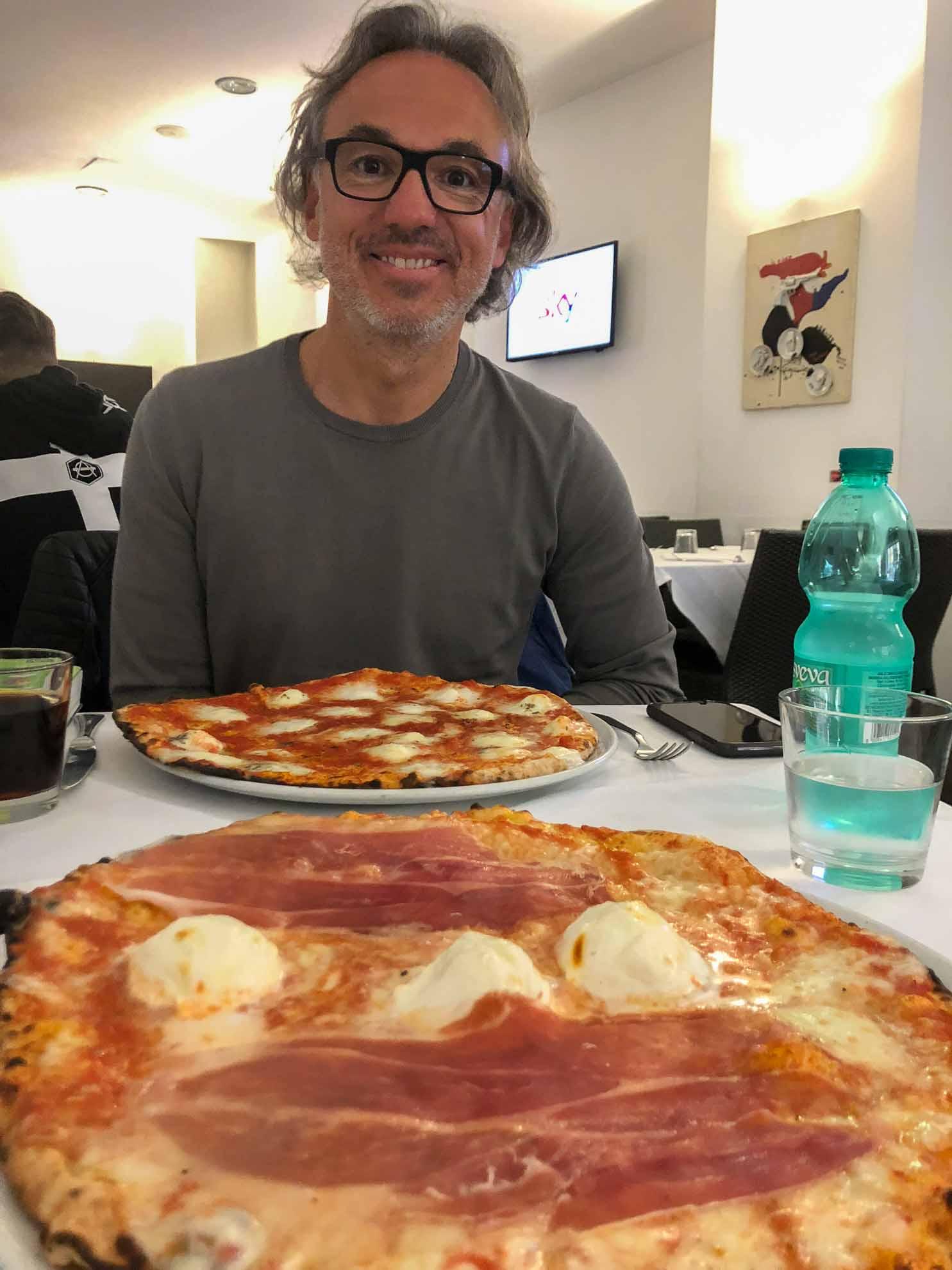 Pause mit Pizza Prosciutto.