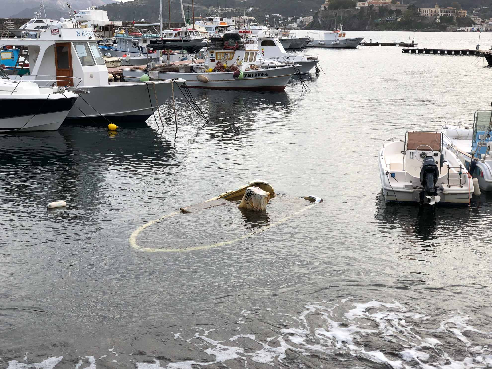 ... gesunkene Boote ...