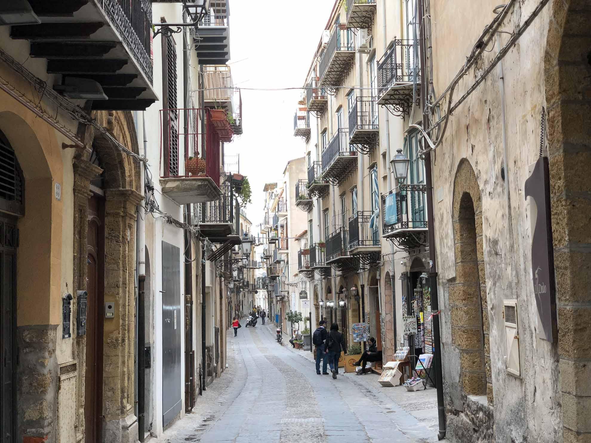 Auf dem Programm des ersten Tages stehen Cefalù und Palermo im Norden Siziliens.