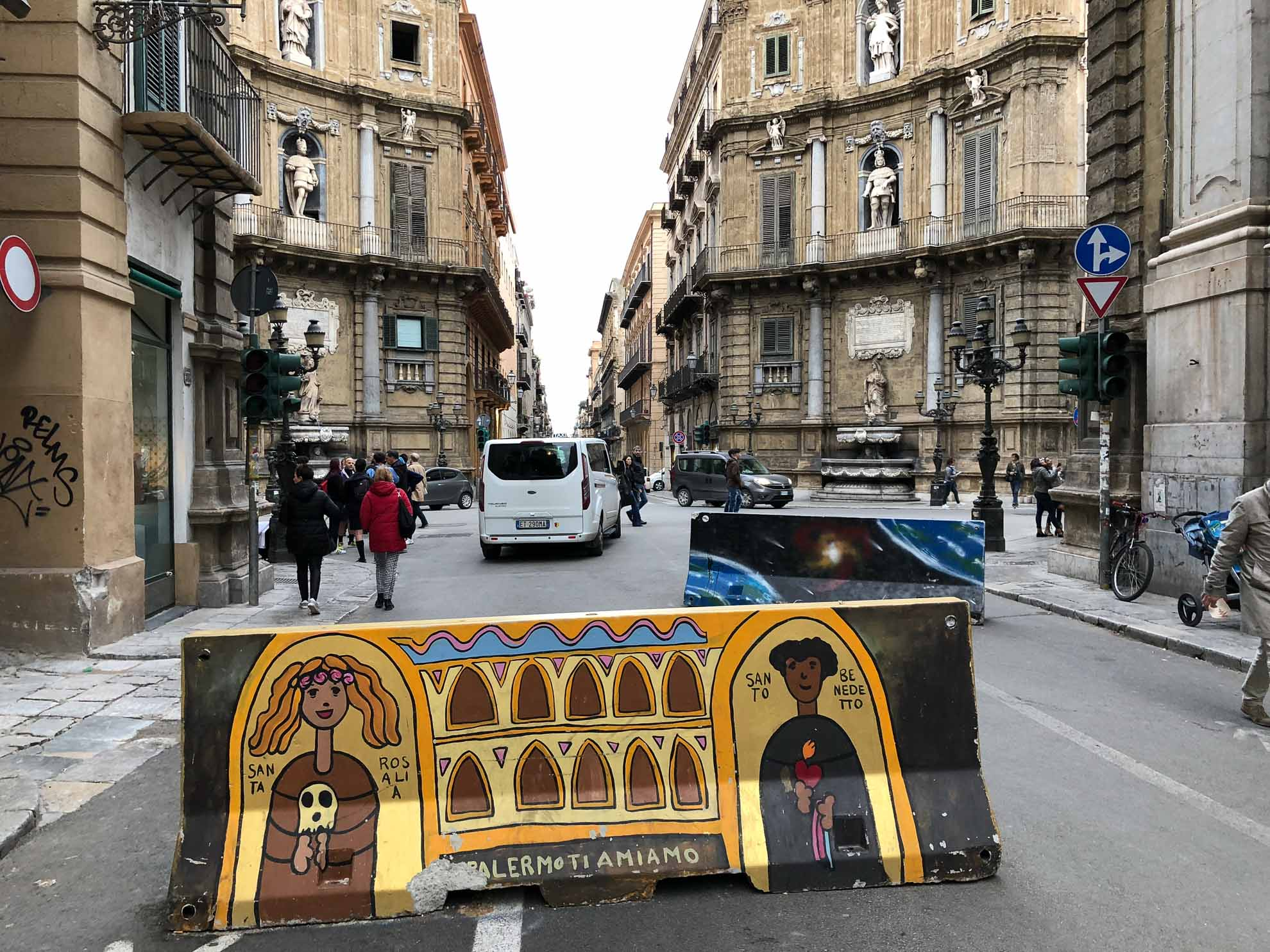 Straßensperrung mit ganz besonderem Stil.
