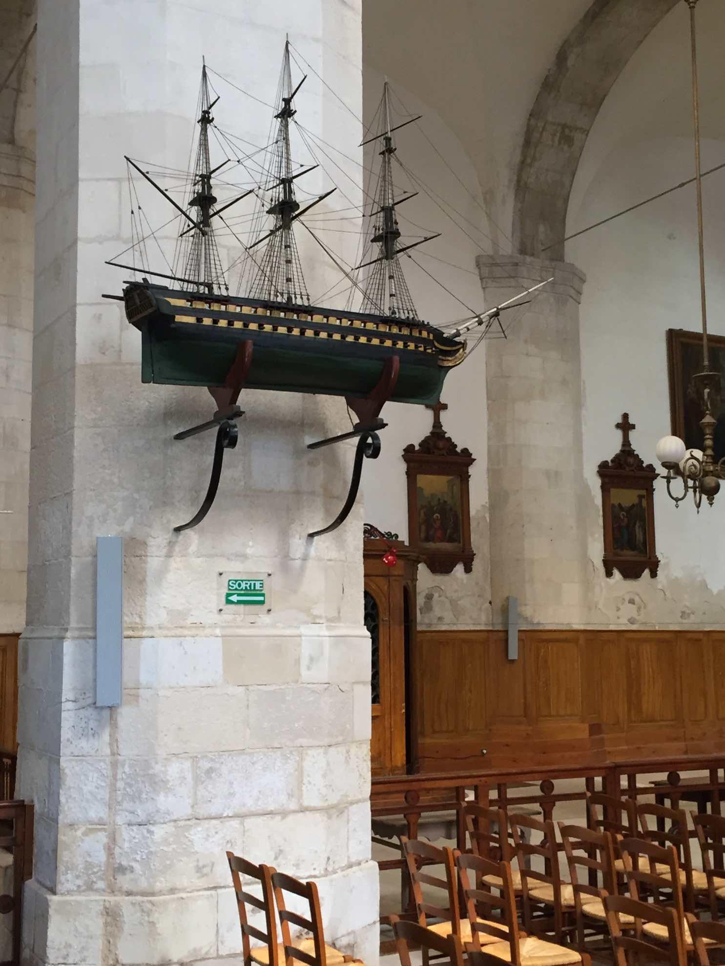 20160423-010-...-Sogar-in-der-Kirche.jpg