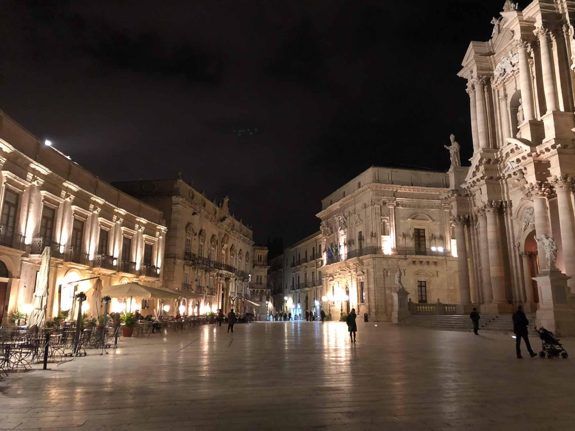 Der eindrucksvolle Tag klingt entspannt beim Abendbummel in der Altstadt aus.