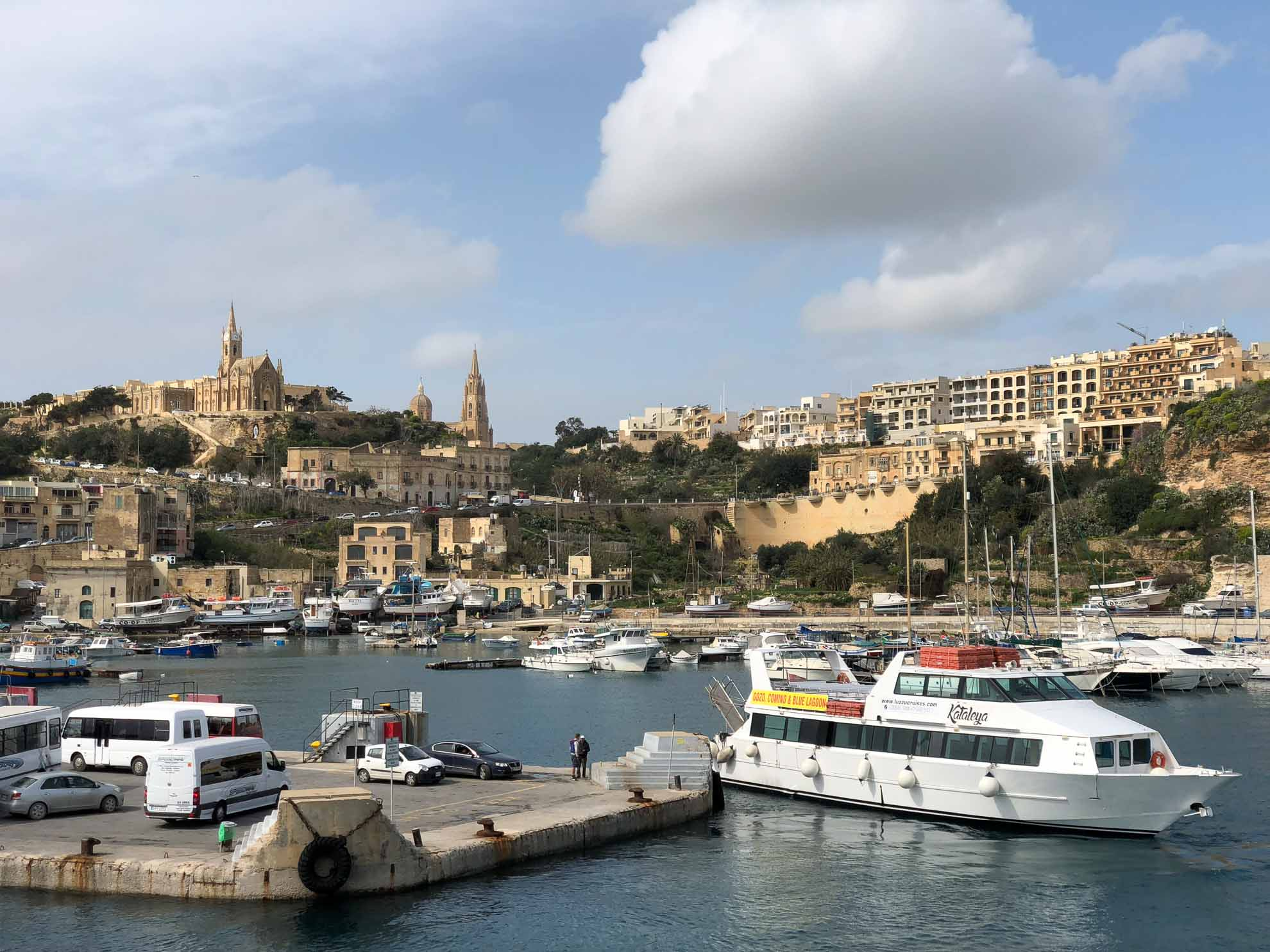 Bevor wir Malta verlassen, setzen wir noch für einen Tagesausflug mit der Fähre nach Gozo über.