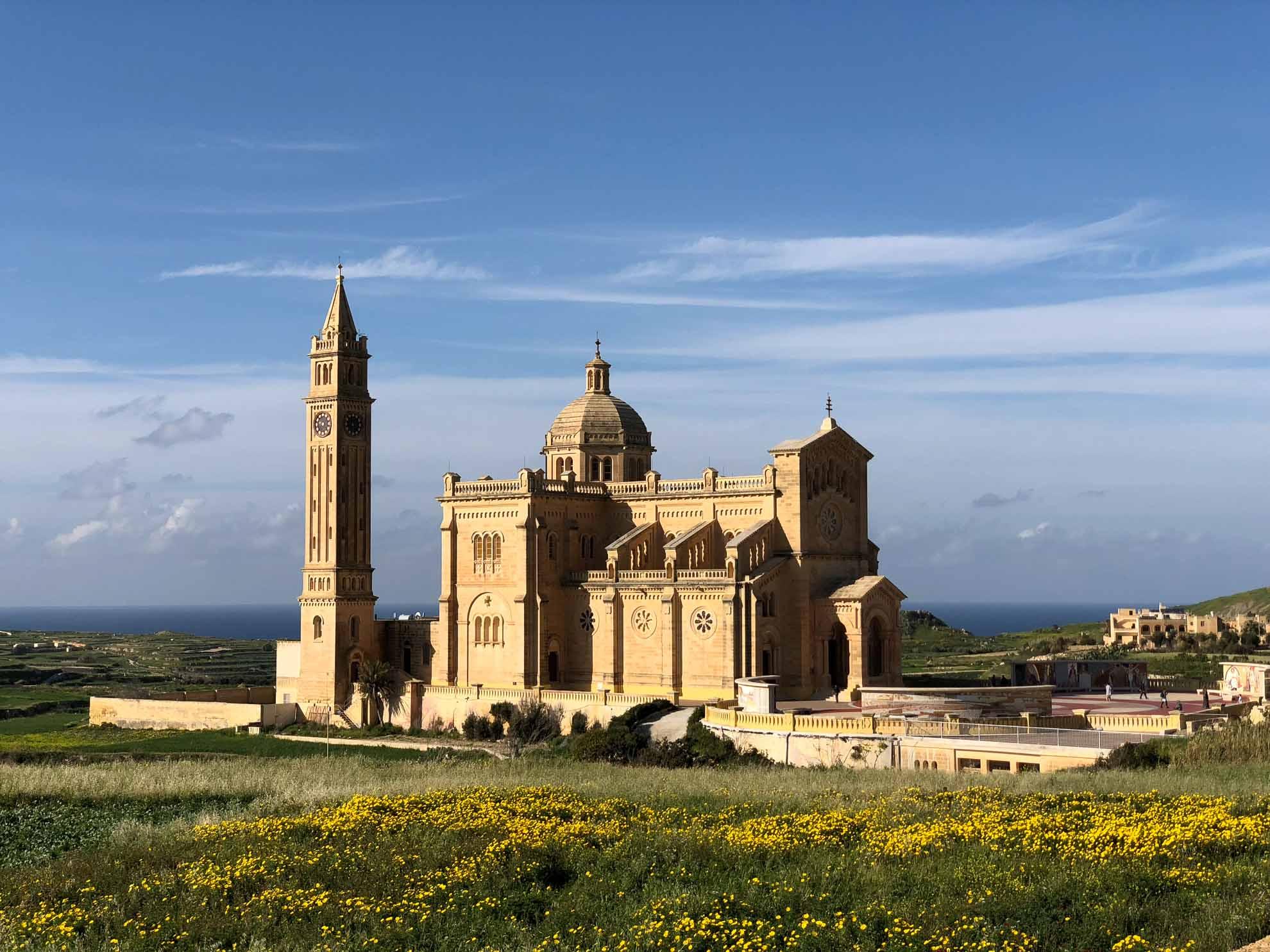 """Beeindruckend ist auch die Basilika """"Ta'Pino"""". Sie wurde 1920 als Wallfahrtskirche errichtet und gehört zum Bistum Gozo."""