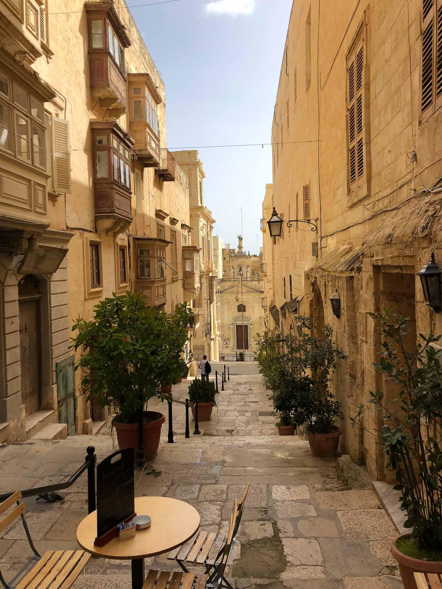 Zudem ist Maltas Hauptstadt, gemeinsam mit dem niederländischen Leeuwarden, auch europäische Kulturhauptstadt 2018 – und zeigt sich herausgeputzt und strahlend.