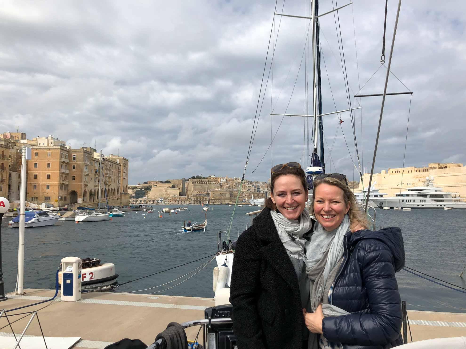 Die Crew hat Malaika nach Malta gebracht. Nach der Winterpause geht es nun endlich weiter. Wir starten die neue Mittelmeerreise in Valletta. Auf dem Programm steht zunächst ein Stadtbummel.