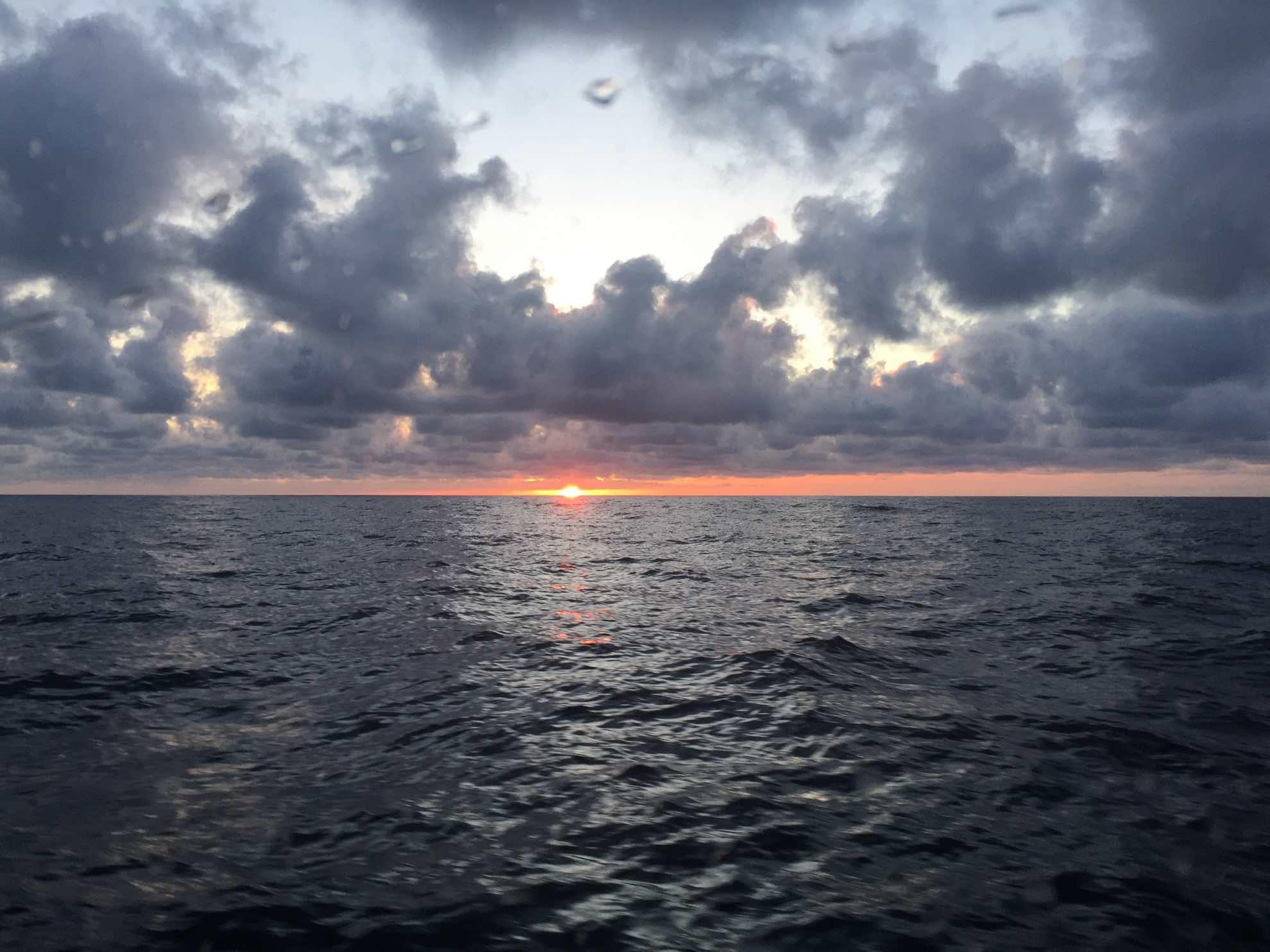Die erste Nacht auf See liegt vor uns.