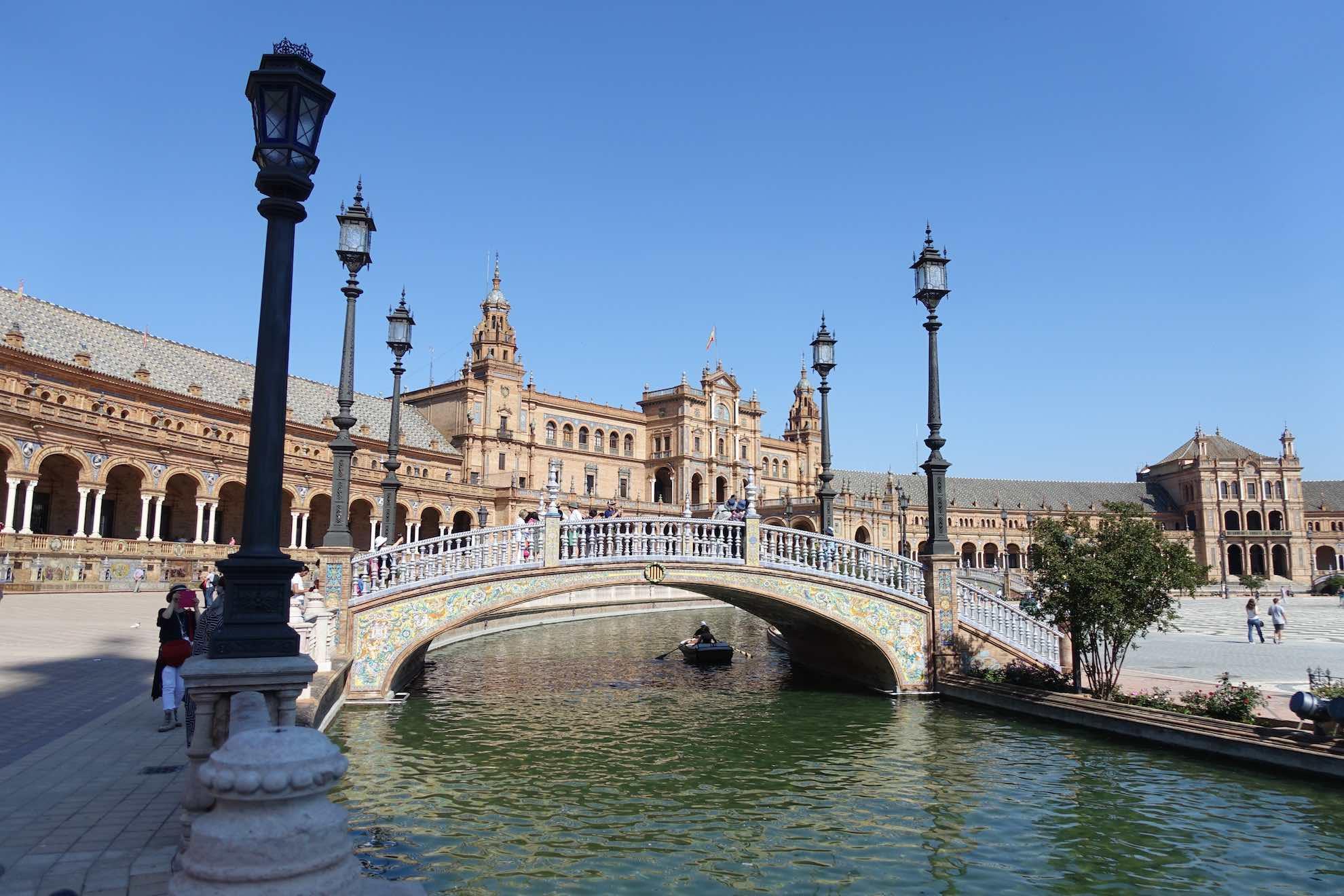 Der Plaza de España von 1929 ist ein aussergewöhnlich schönes Beispiel von gelungenem Städtebau.