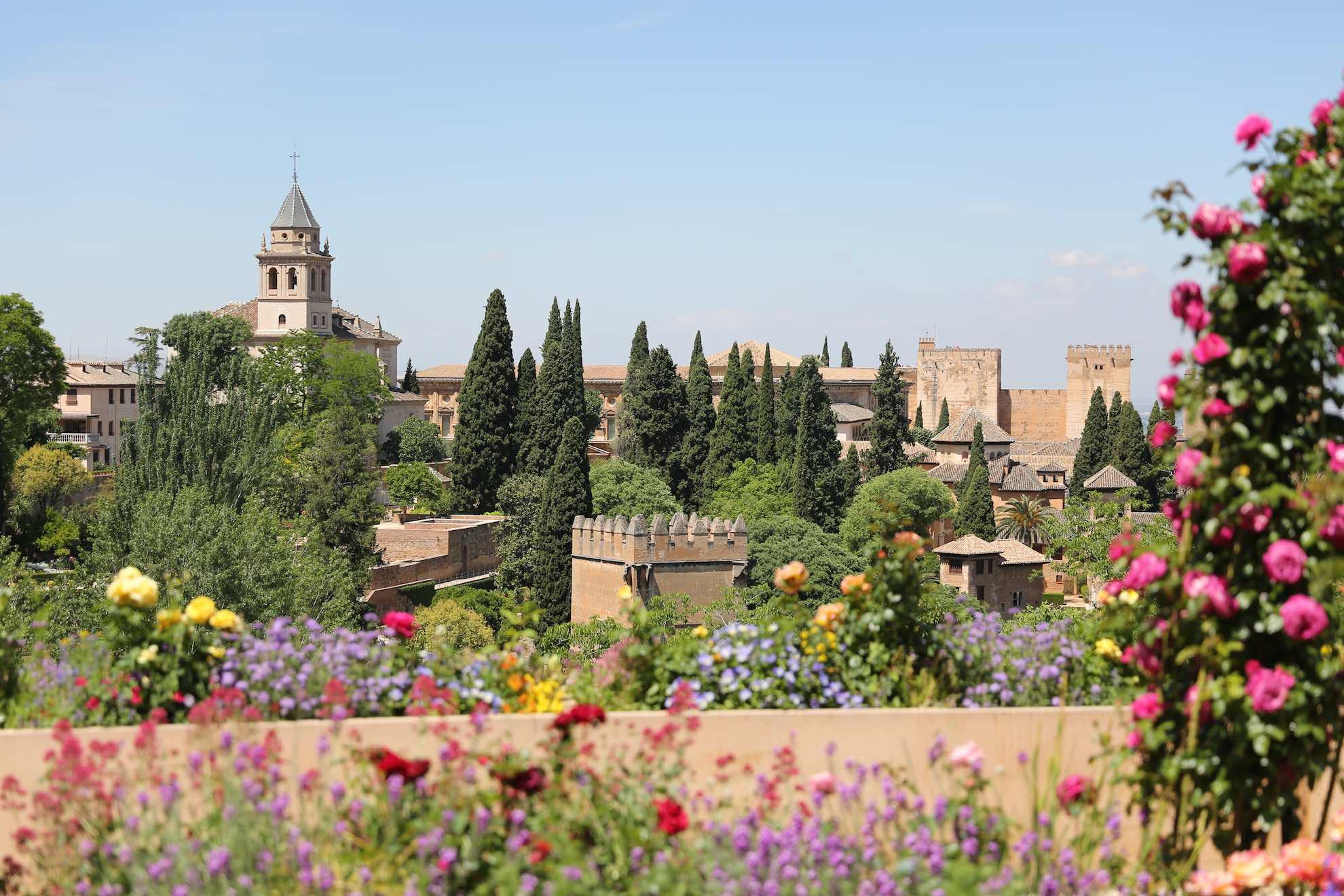 Die Alhambra ist der bedeutendste Vertreter der islamischen Baukunst im Abendland.