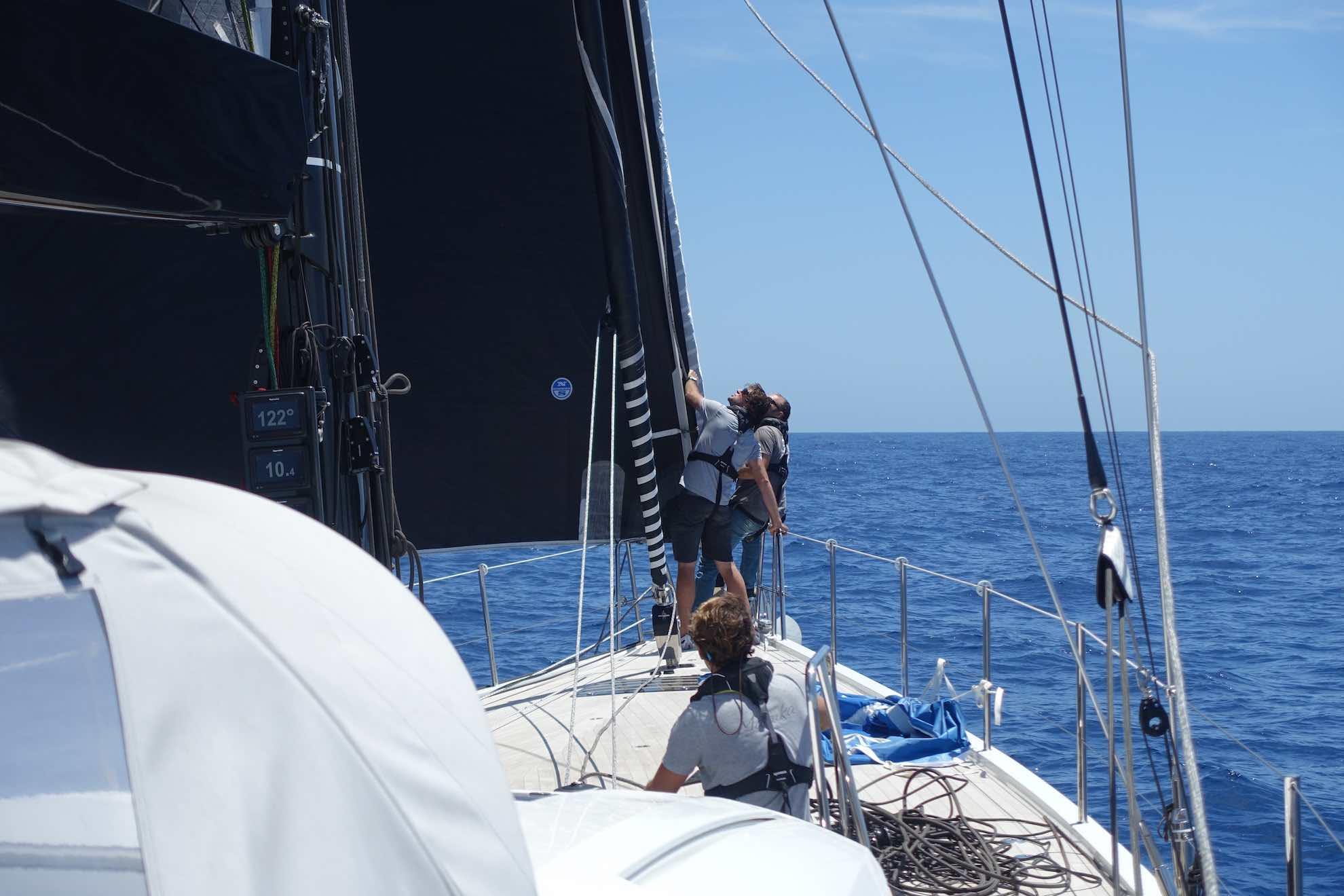 Die Segel sind unser Motor - aber nur bei passendem Wind, wie z.B. heute.