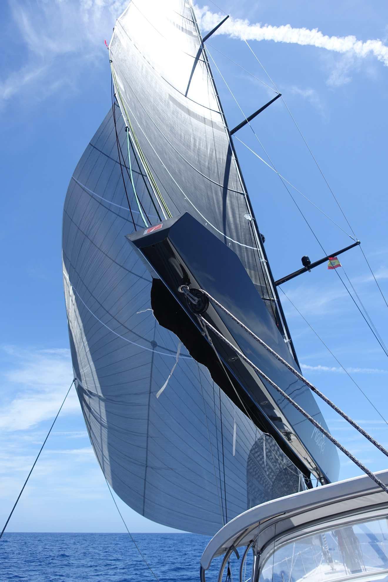 Der sogenannte Code 0 (zero) ist ein Segel für leichten Wind von der Seite.