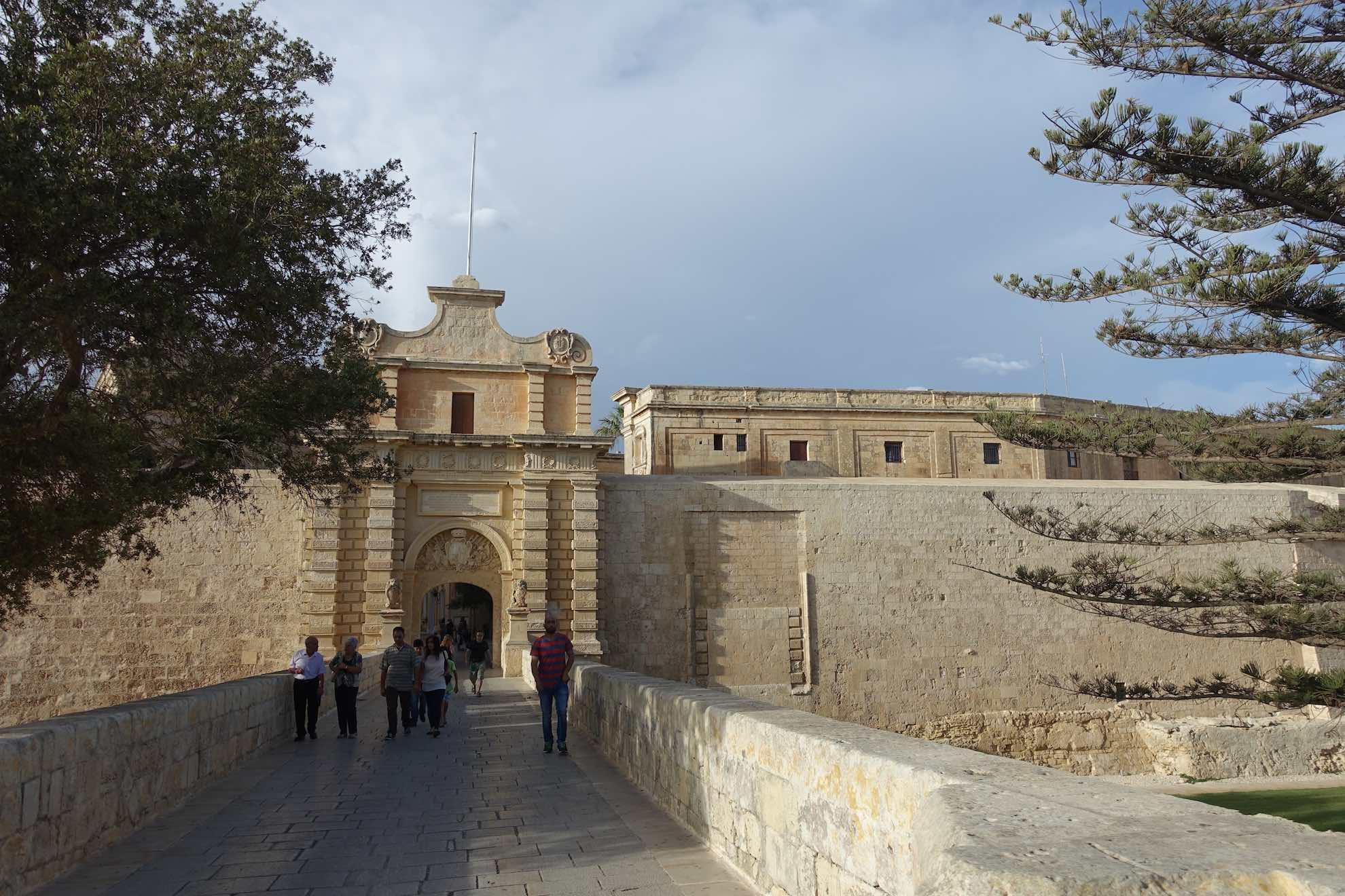 Die alte Hauptstadt Mdina ist eine Zitadelle und komplett von Mauern umgeben.