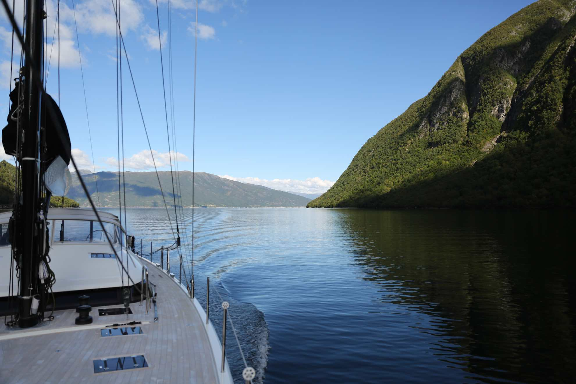 Malaika fährt in den über 200 Kilometer langen Sognefjord.