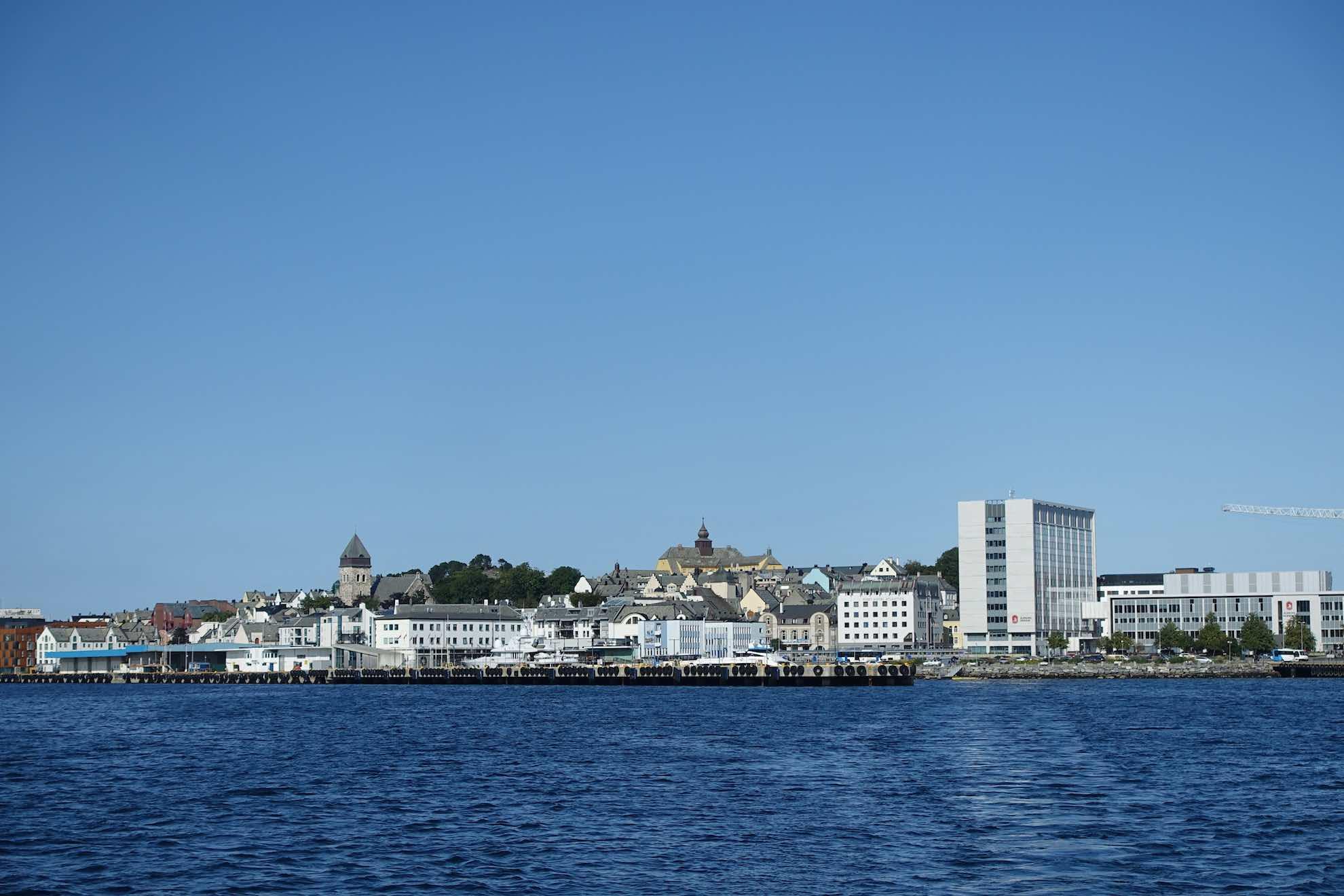 Malaika verlässt die Stadt, Ziel ist der Geirangerfjord, einer von Norwegens meistbesuchten Fjorden.