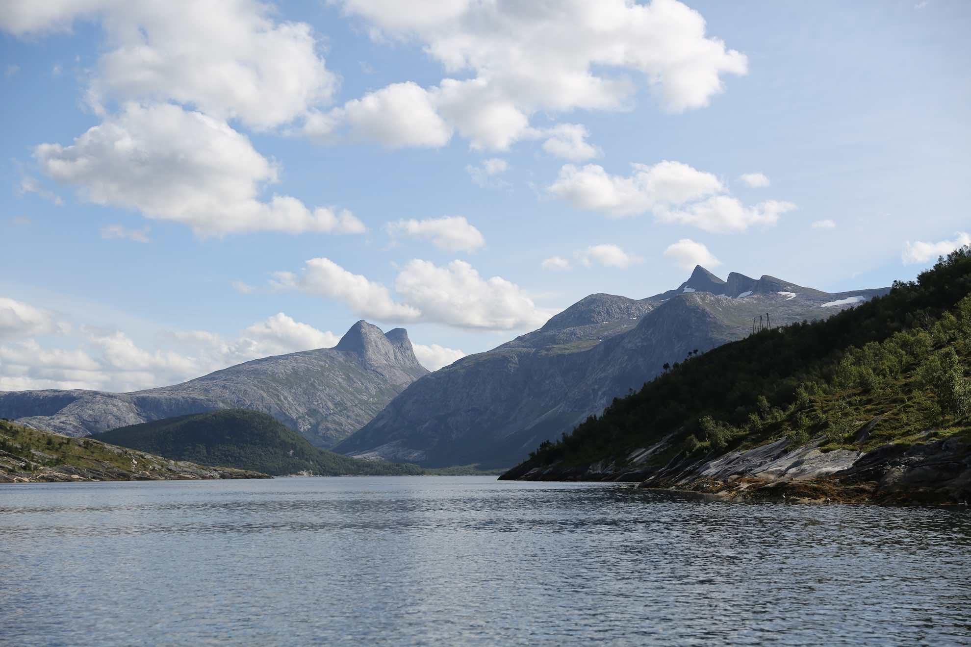 Viel Natur umgibt Bodø. Wegen der großen Verbreitung der Weißschwanz-Seeadler gilt der Ort auch als Hauptstadt der Seeadler.