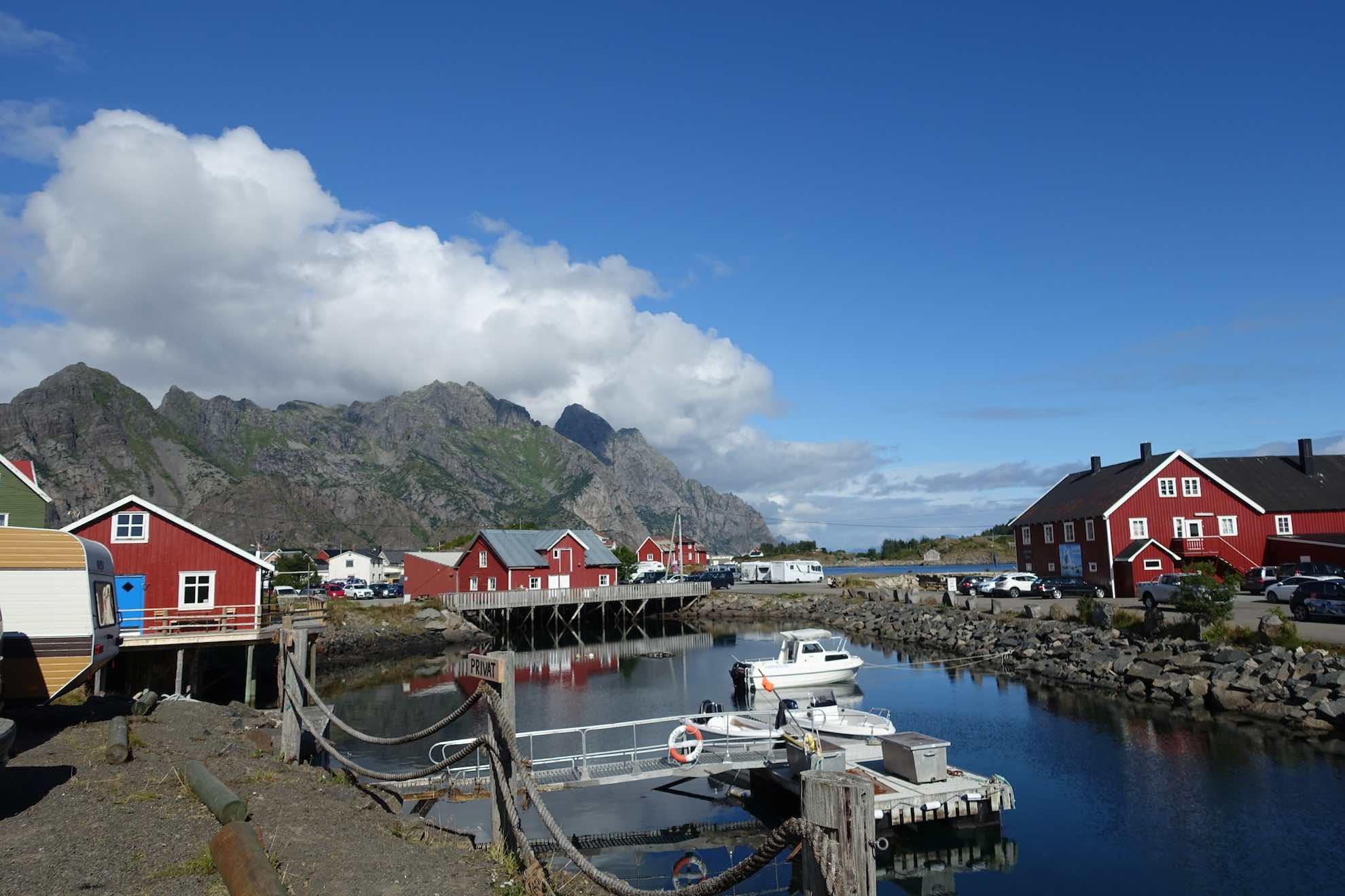 Henningsvær ist ein hübsches Fischerdorf, in dem man es auch länger aushalten kann. Wir geben uns mit einem Tag zum Erkunden zufrieden.