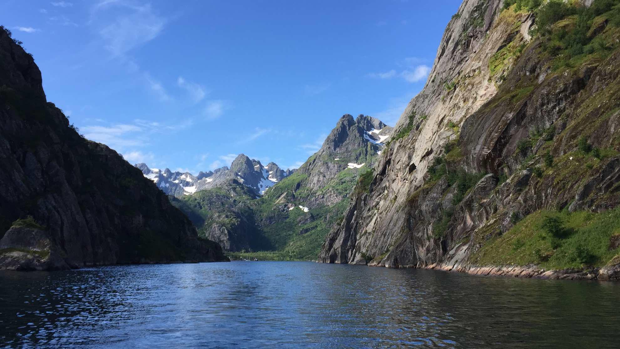 Und von dem einer der berühmtesten Fjorde abzweigt – der gut 2 Kilometer lange Trollfjord.