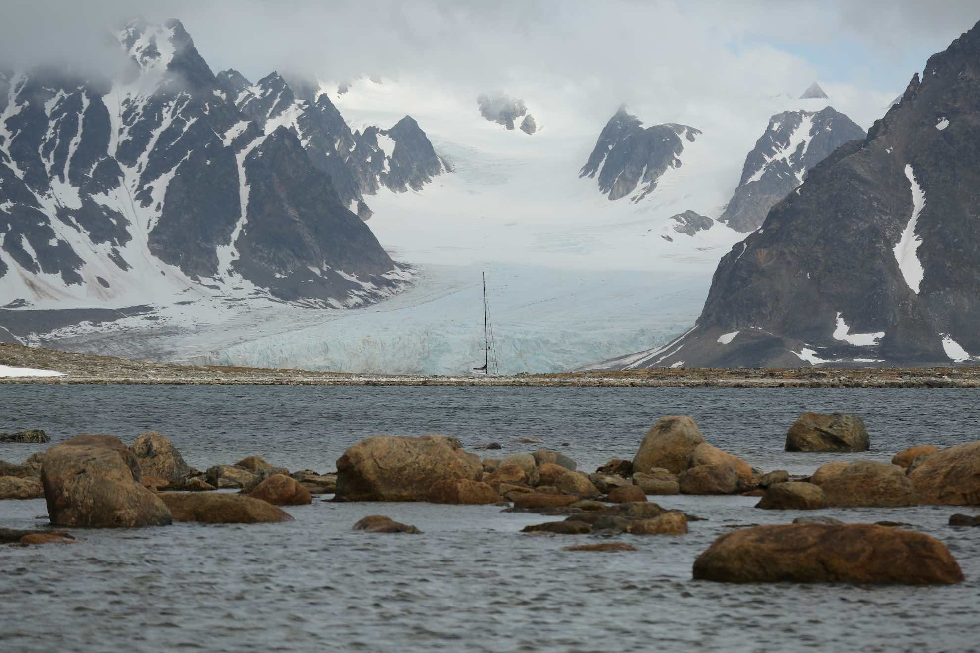 """... der Ort, von dem 1896 die """"Andrée-Expedition"""" versuchte, mit dem Heißluftballon zum Nordpol vorzudringen, jedoch scheiterte."""
