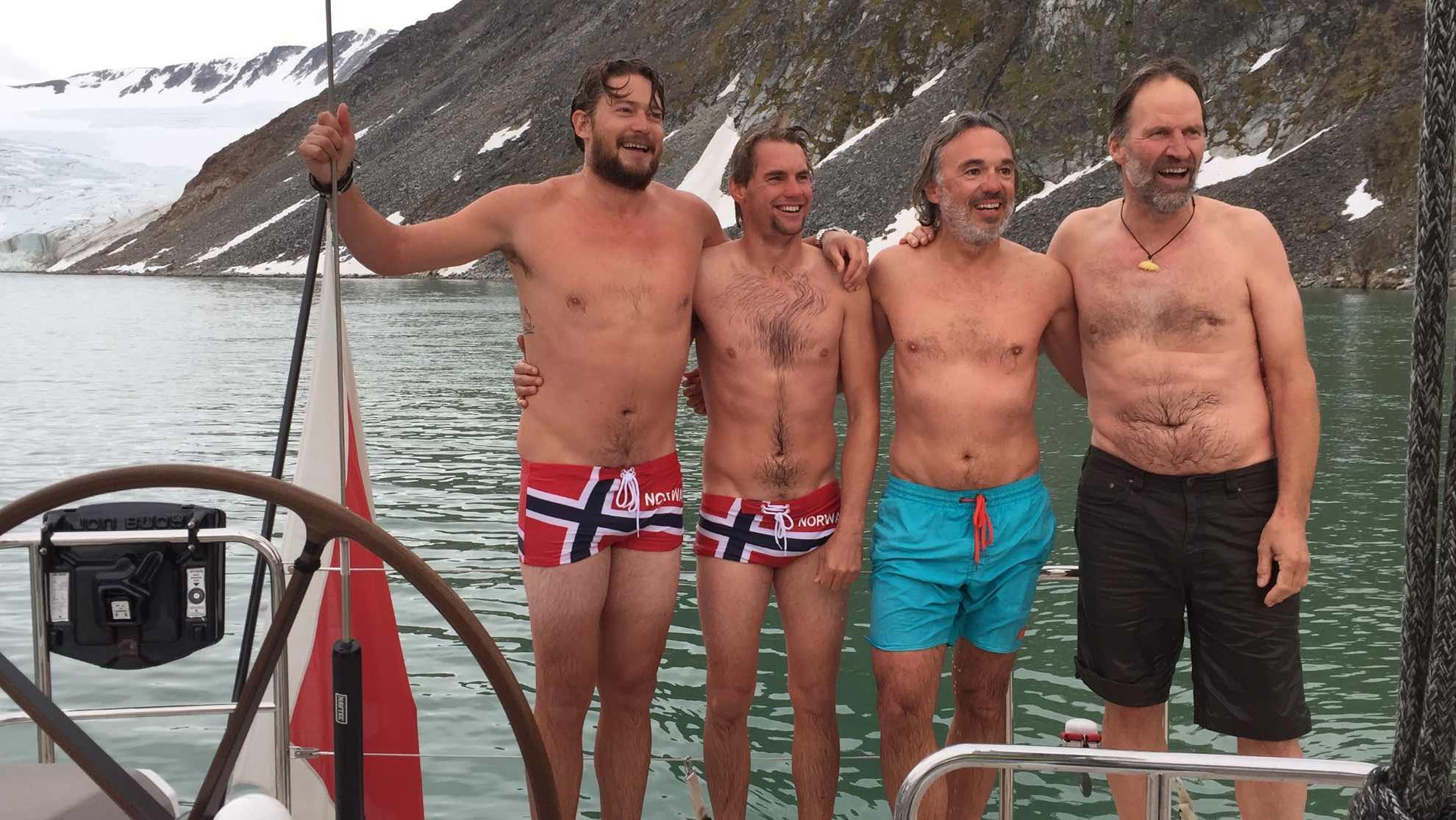 ... Polartaufe samt Sprung ins 5 Grad kalte Wasser.