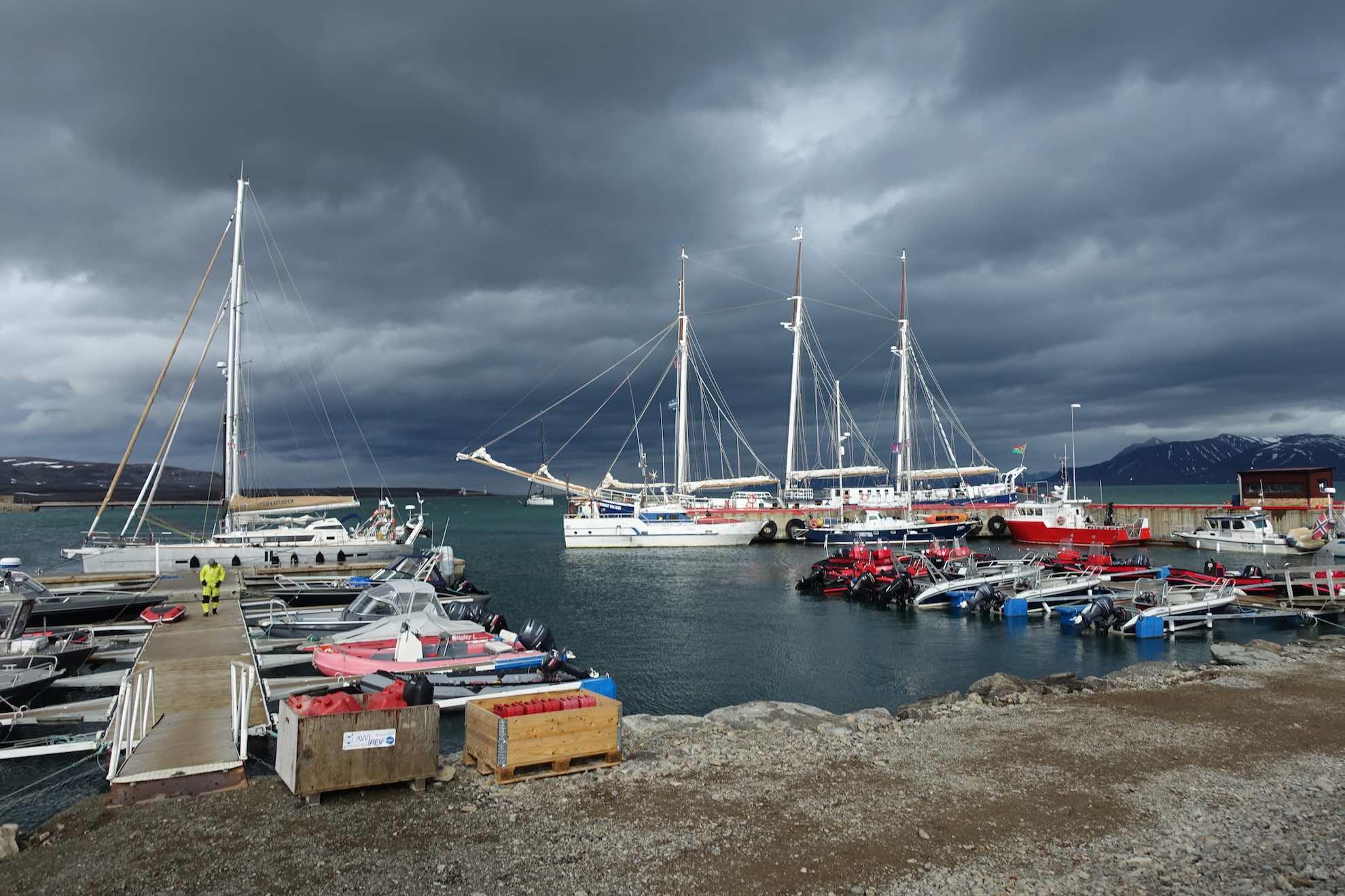 Malaika ist nicht das einzige Schiff in Ny-Ålesund.