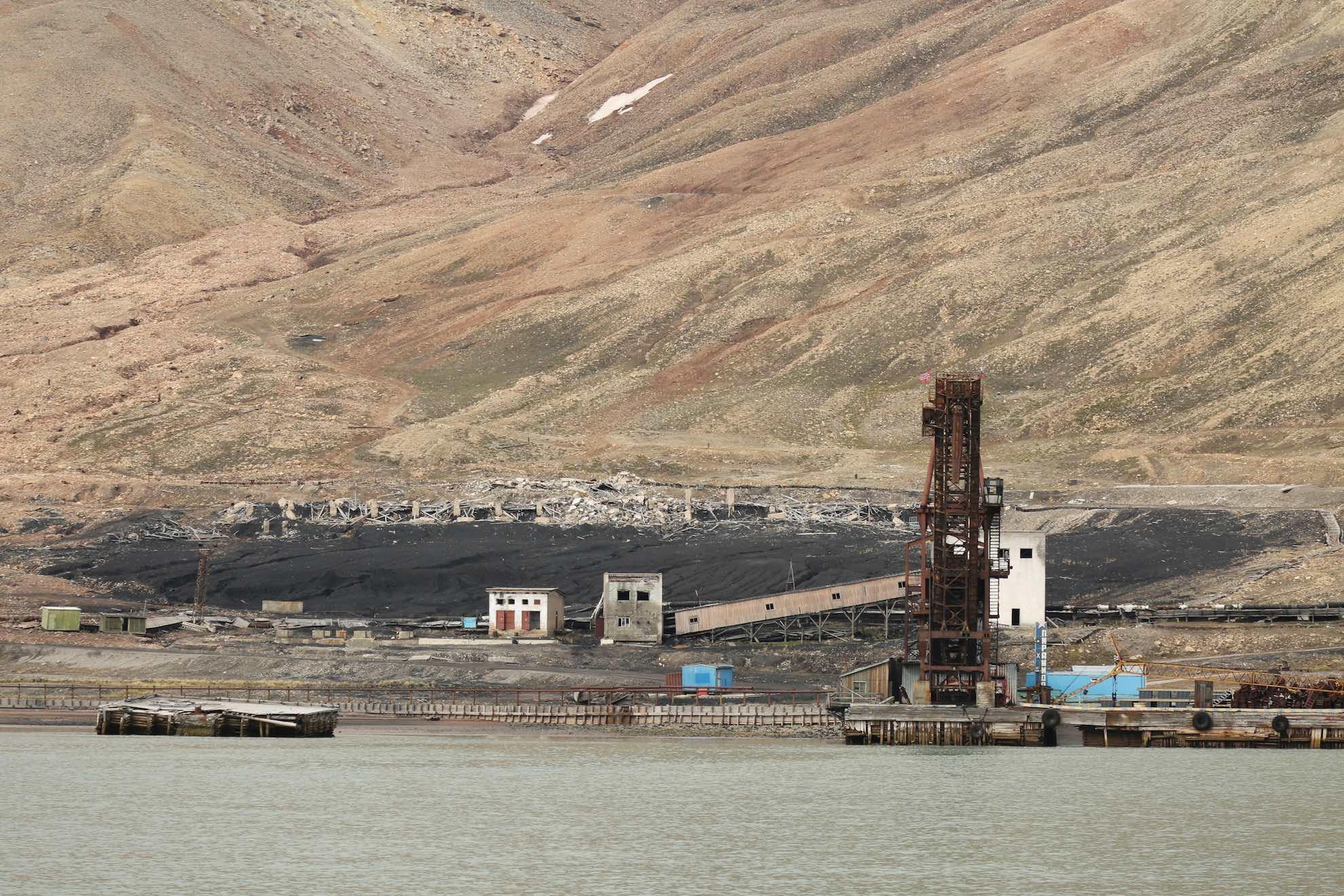 ... einer ehemaligen, längst unbewohnten sowjetischen Bergarbeitersiedlung.