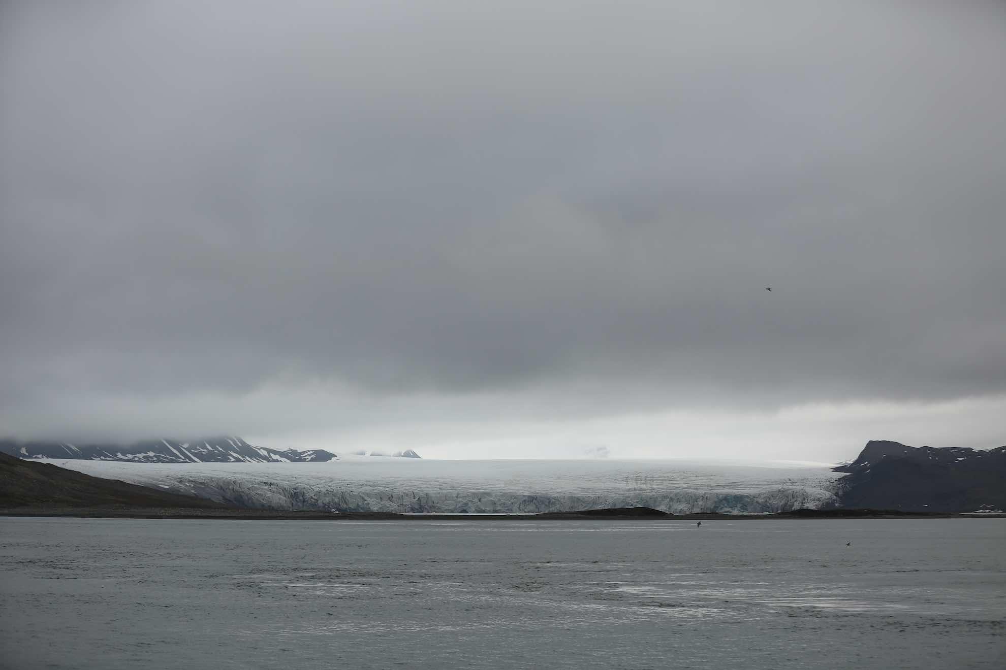 Wir fahren in den Bellsund, einen gut 12 Meilen langen Fjord, der sich nach Osten weiter verzweigt.