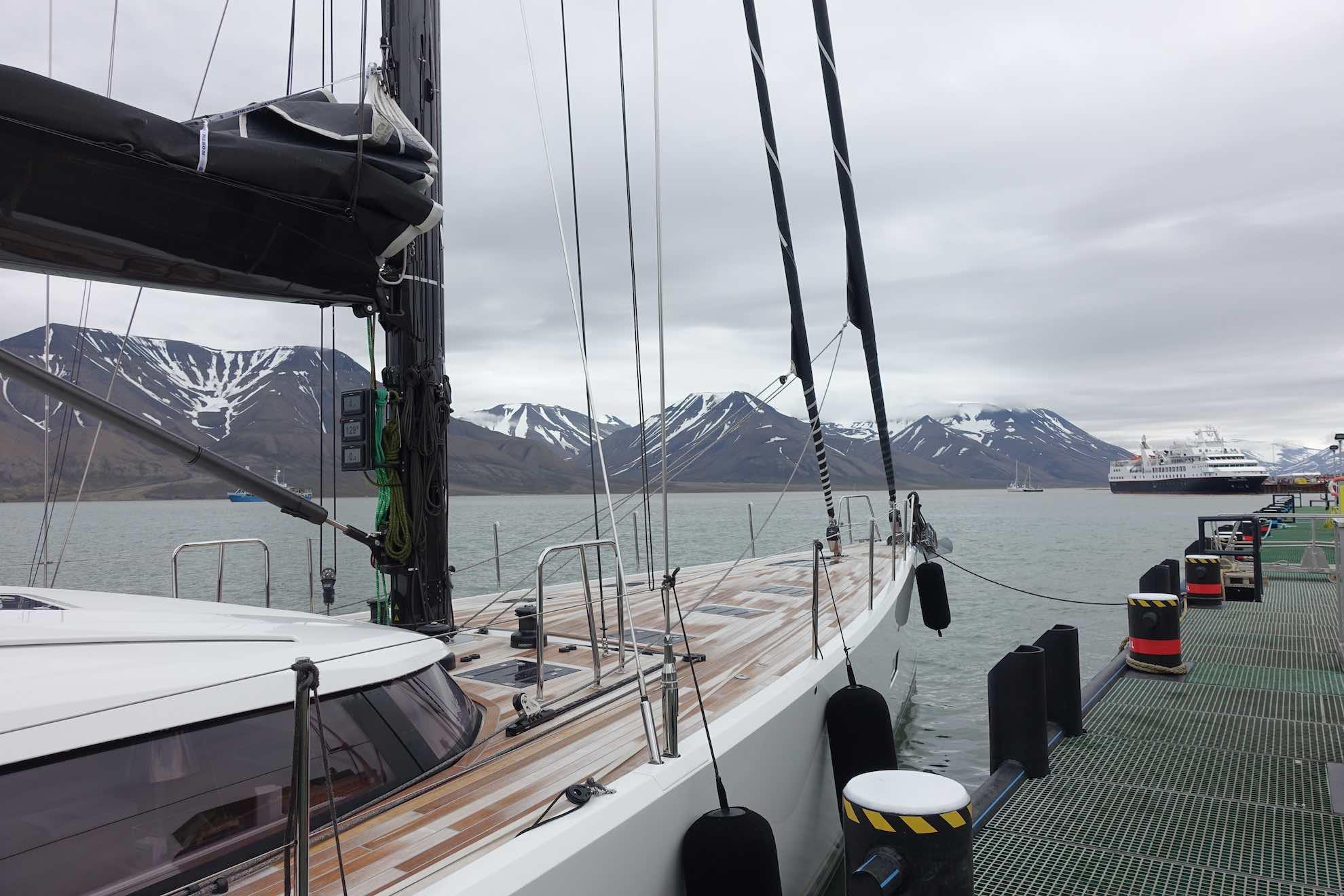 Longyearbyen Ist das Verwaltungszentrum von Svalbard, wie Spitzbergen auf Norwegisch heißt.