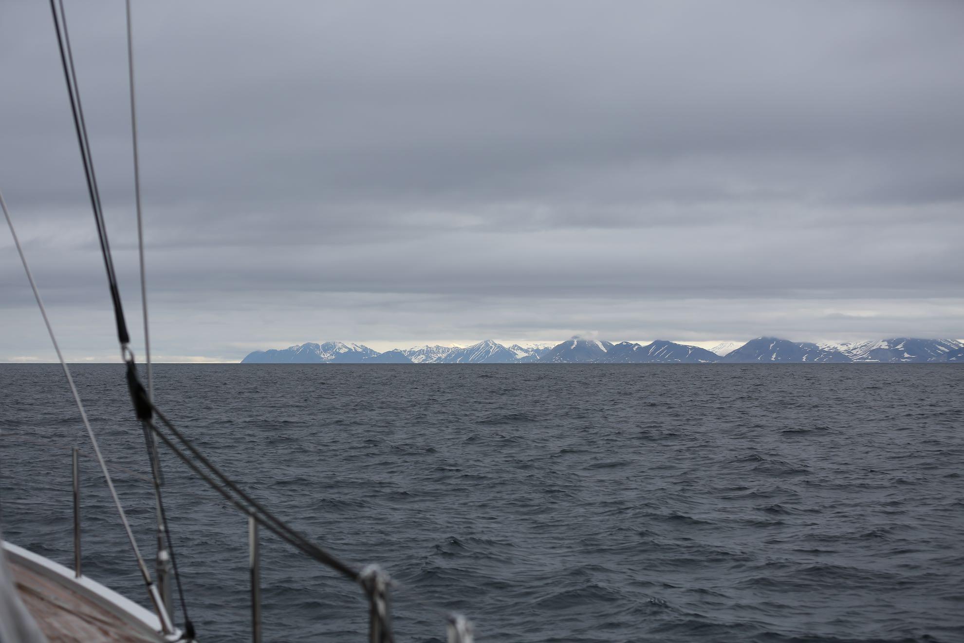 """Malaika erreicht Spitzbergen – die Inseln heißen auch """"Svalbard"""", die """"kühle Küste""""."""