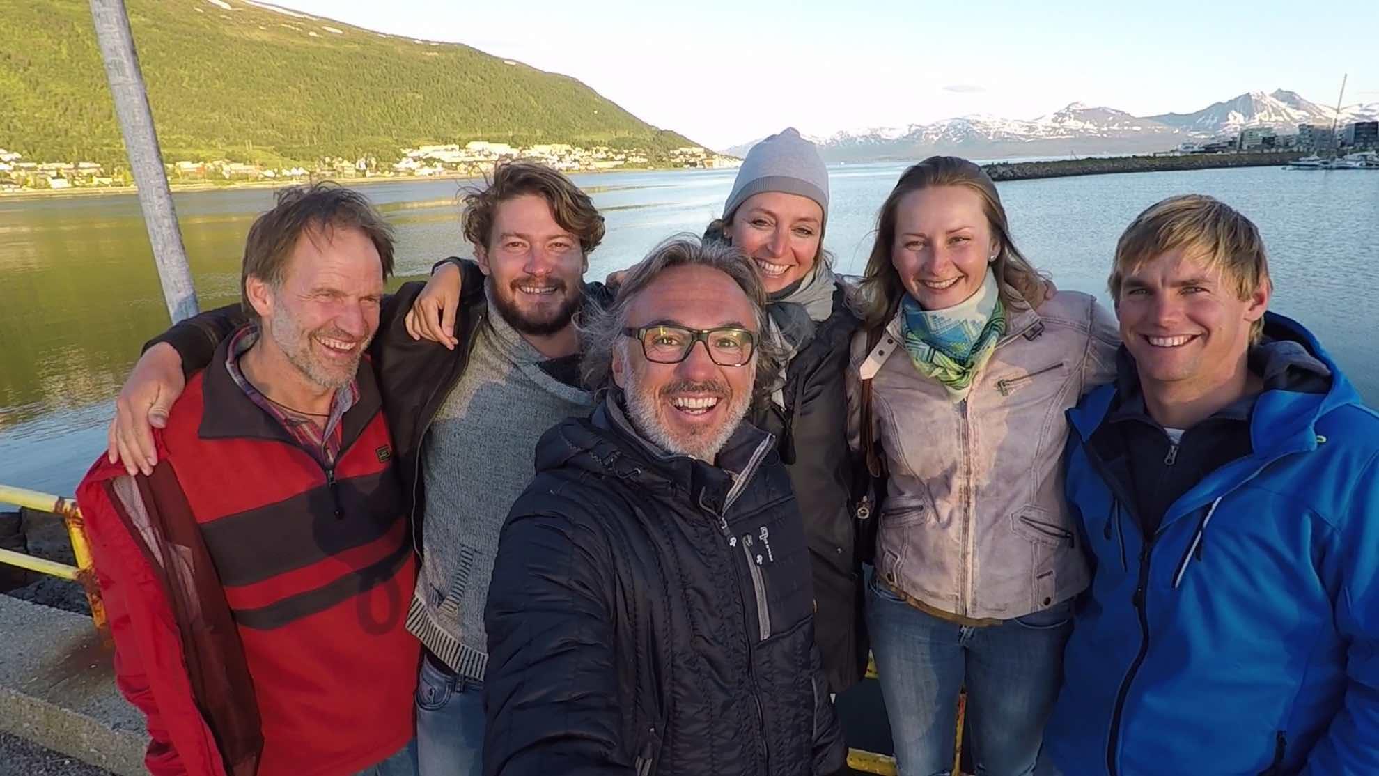 Die Crew für unsere Spitzbergen Expedition – Mark (Guide), Jonty (Crew), Gerhard, Sabine, Veronica (Crew), Ryan (Captain).