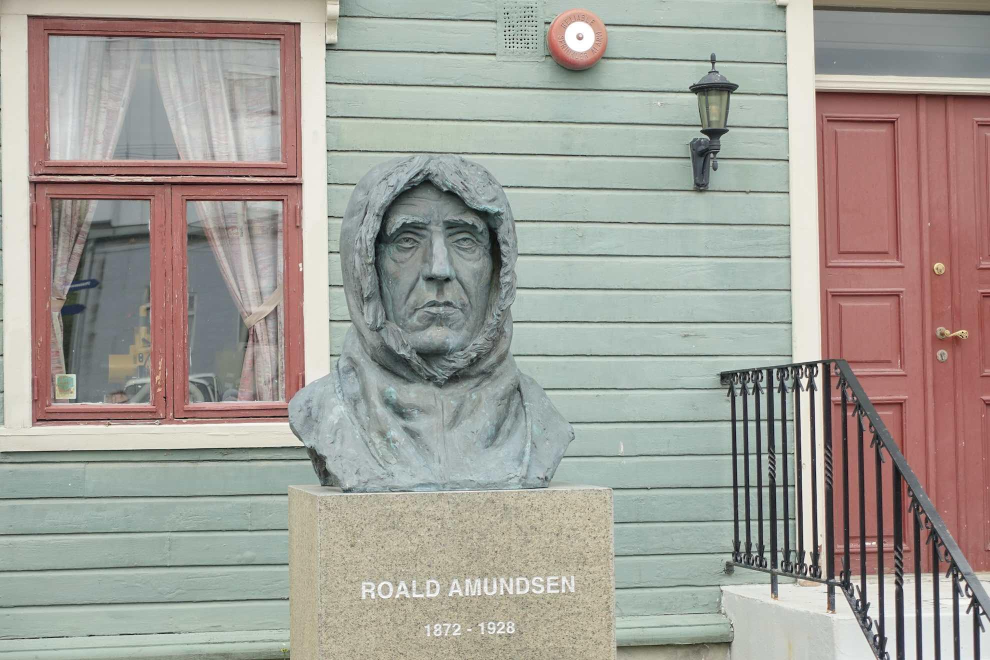 Eine Büste Roald Amundsens. Dem berühmten Polarforscher werden wir später noch einmal begegnen.